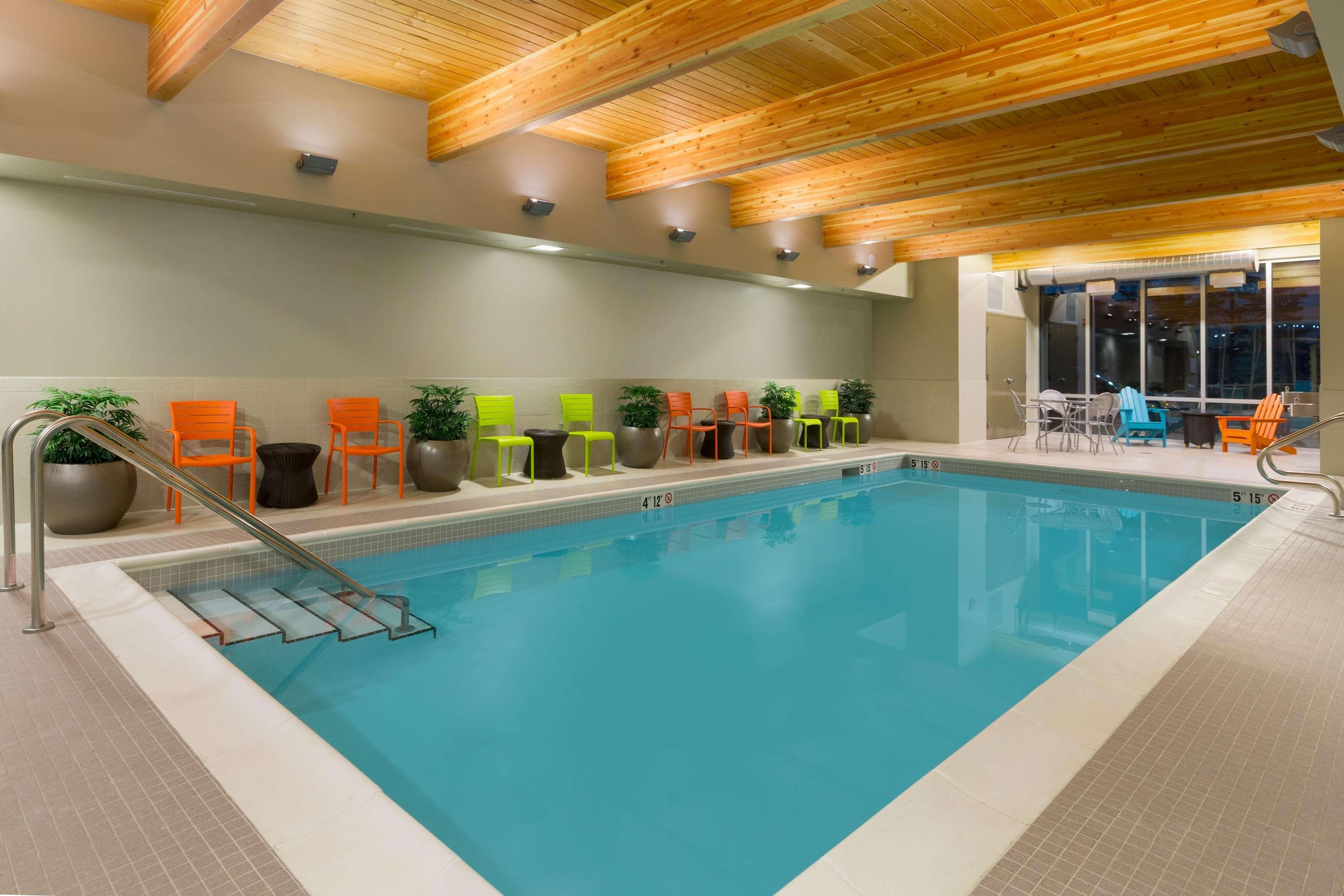 Home2 Suites by Hilton West Edmonton, Alberta, Canada à Edmonton: Indoor Pool