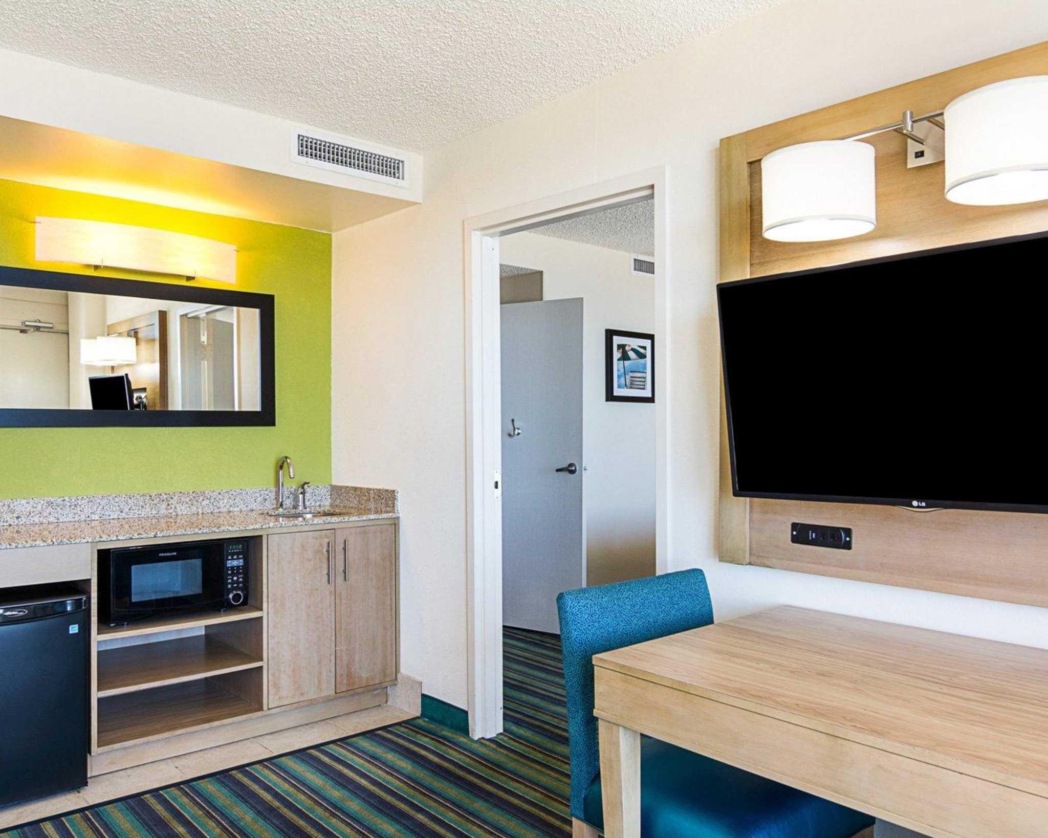 Comfort Suites Beachfront image 34