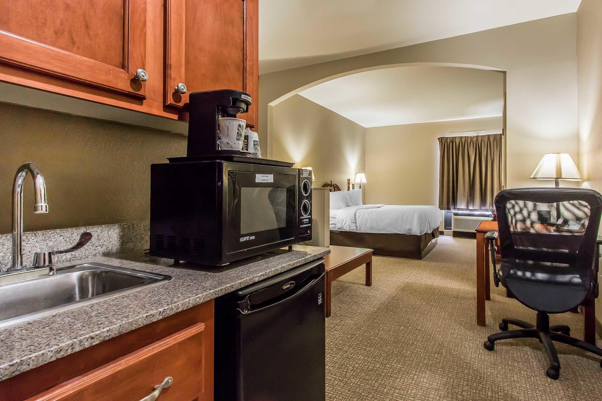Quality Suites image 6