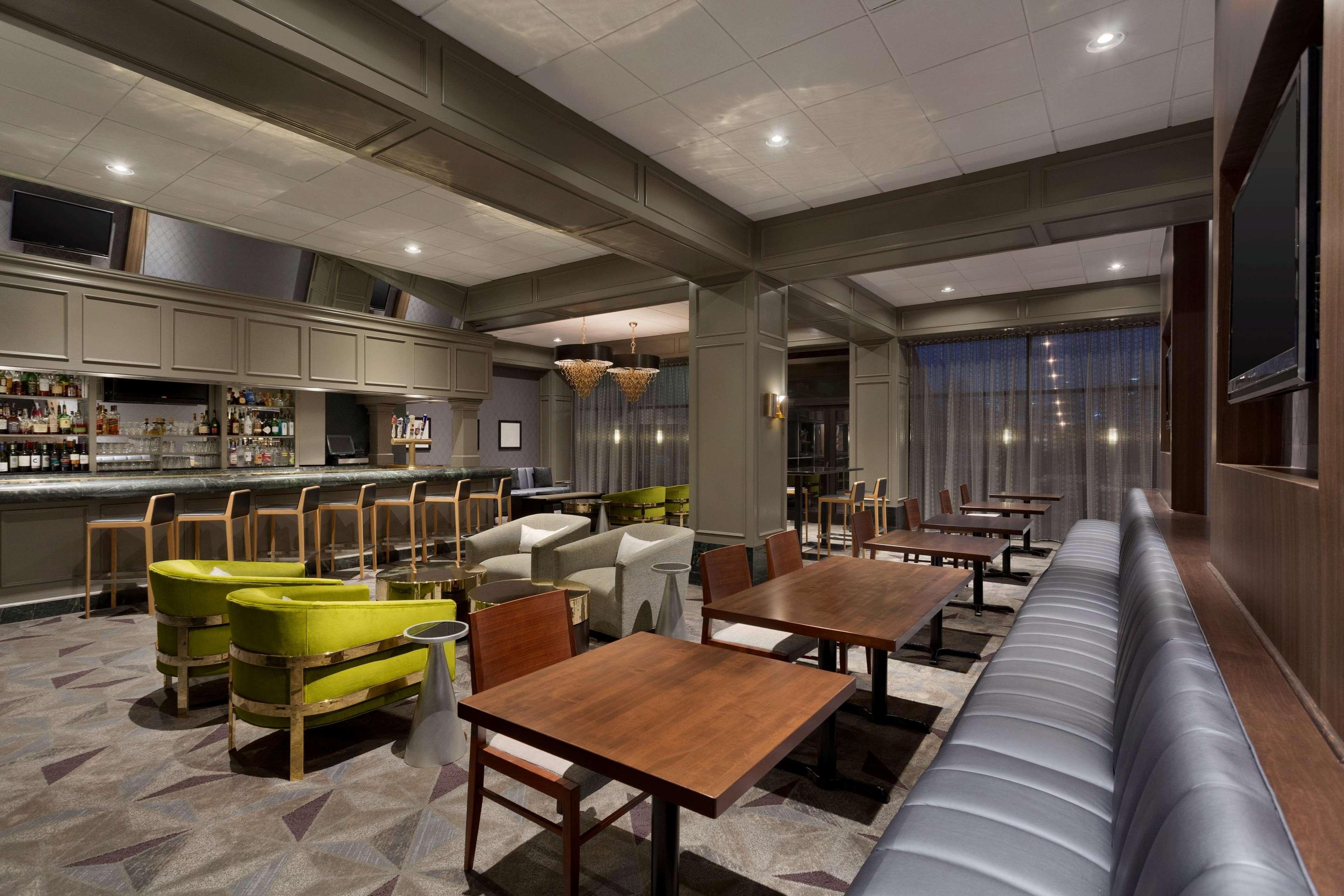 Hilton Chicago/Oak Brook Suites image 37