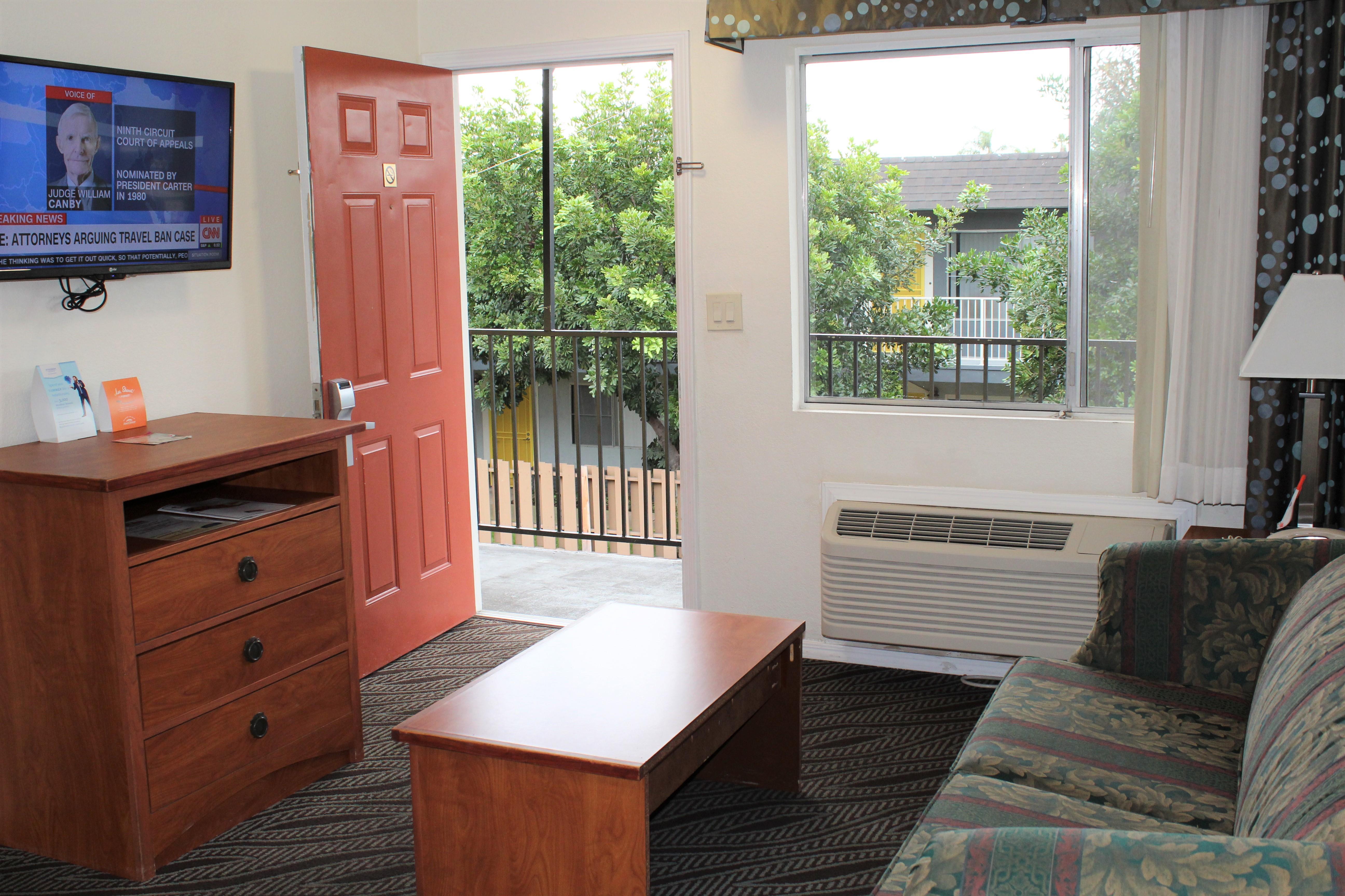 Howard Johnson by Wyndham Chula Vista San Diego Suite Hotel image 3