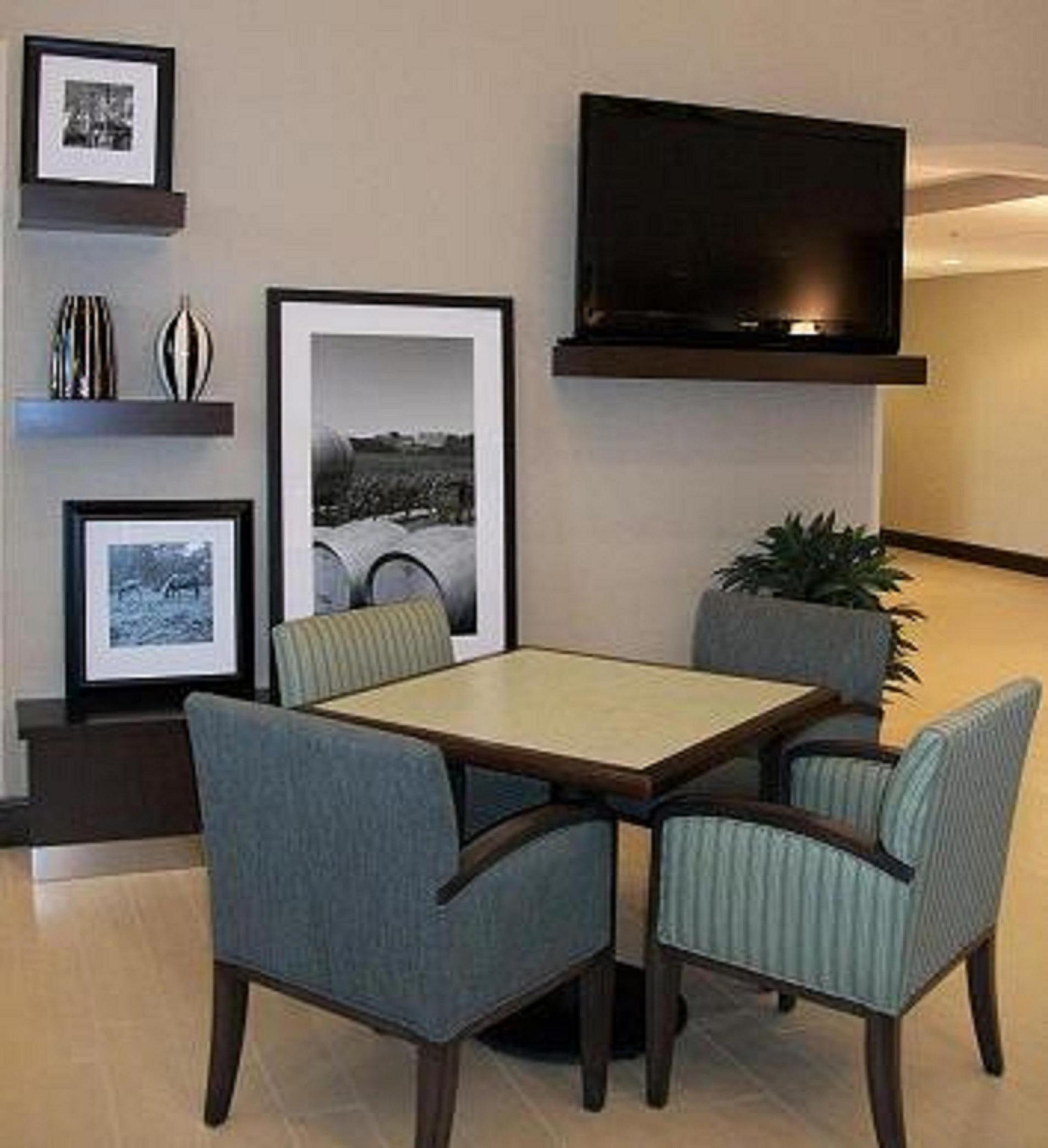 Hampton Inn & Suites Manteca image 4
