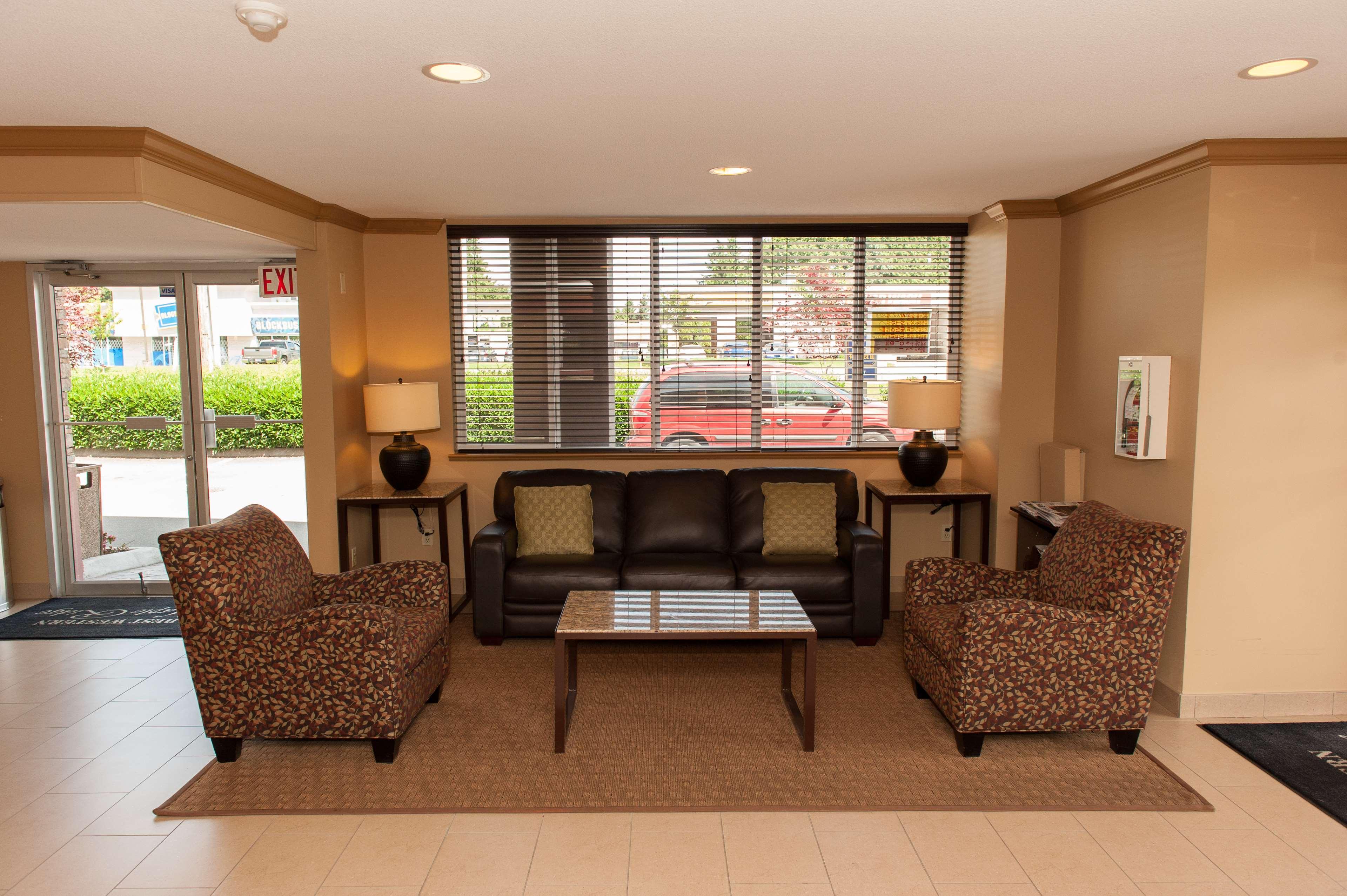 Best Western Maple Ridge Hotel in Maple Ridge: Hotel Lobby