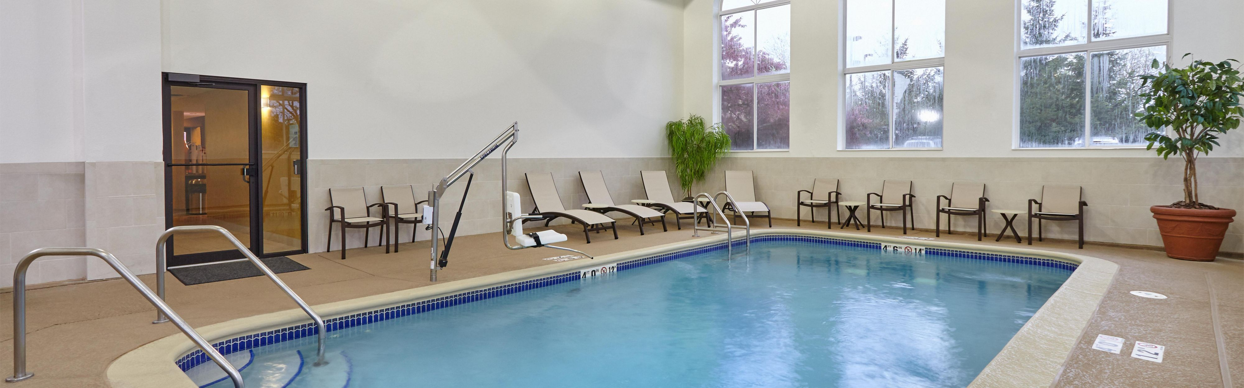 Holiday Inn Express & Suites Chicago-Libertyville image 2
