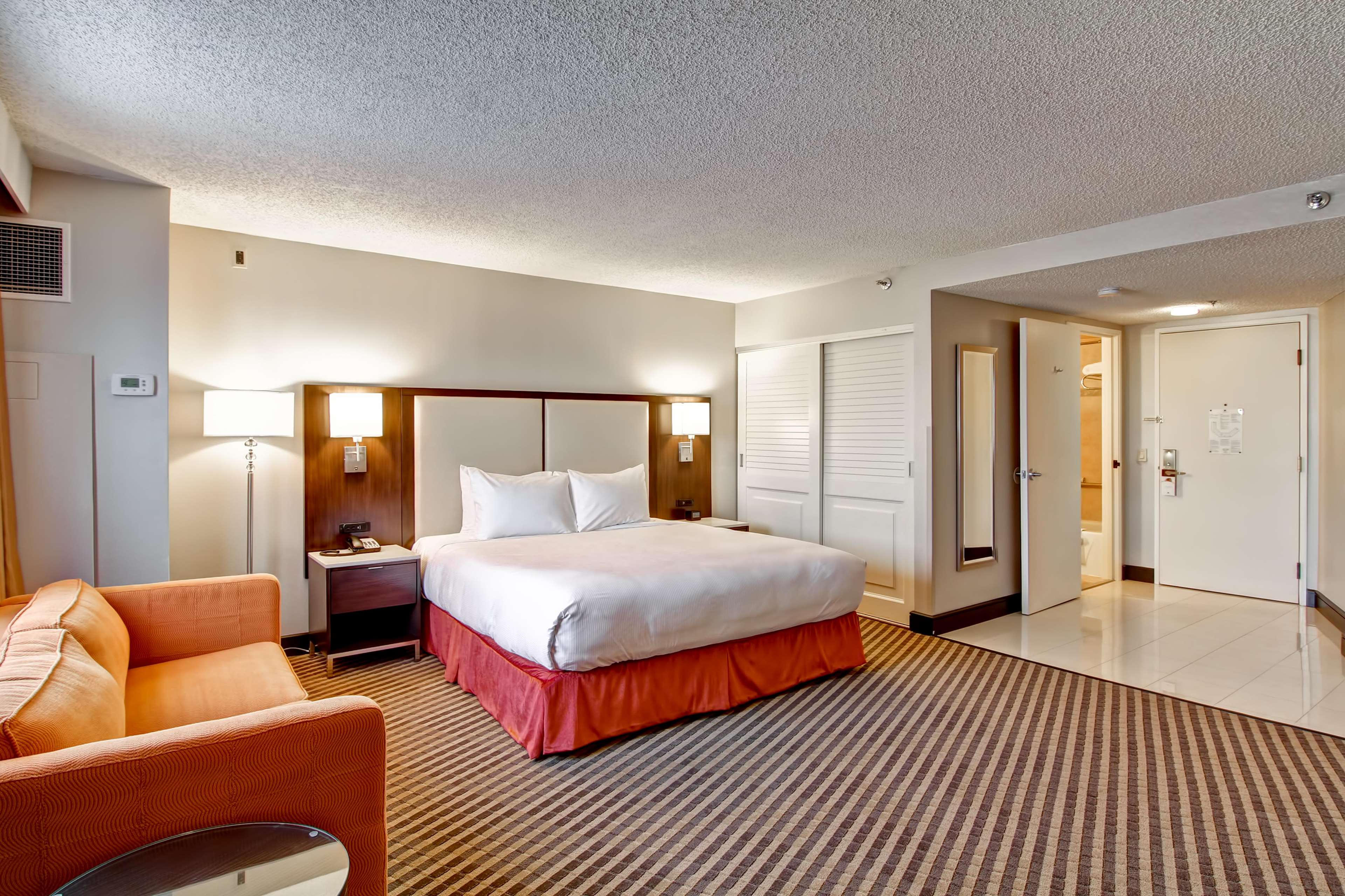 DoubleTree by Hilton Hotel Pleasanton at the Club image 25