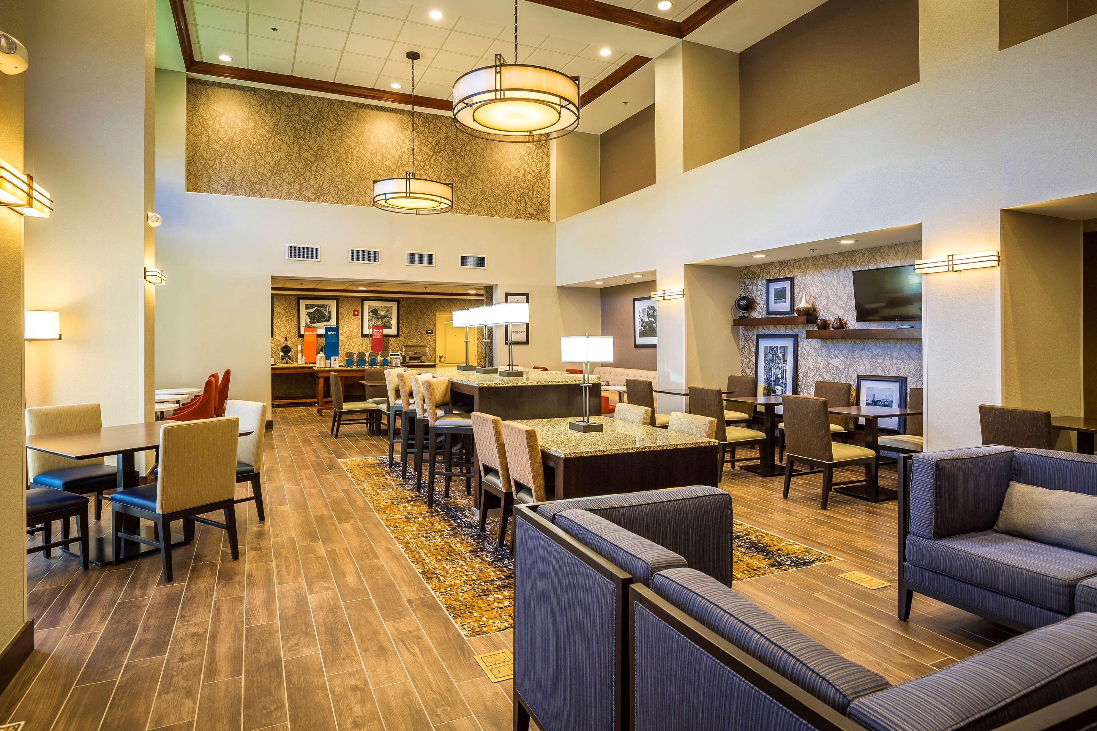 Hampton Inn & Suites Windsor - Sonoma Wine Country image 4