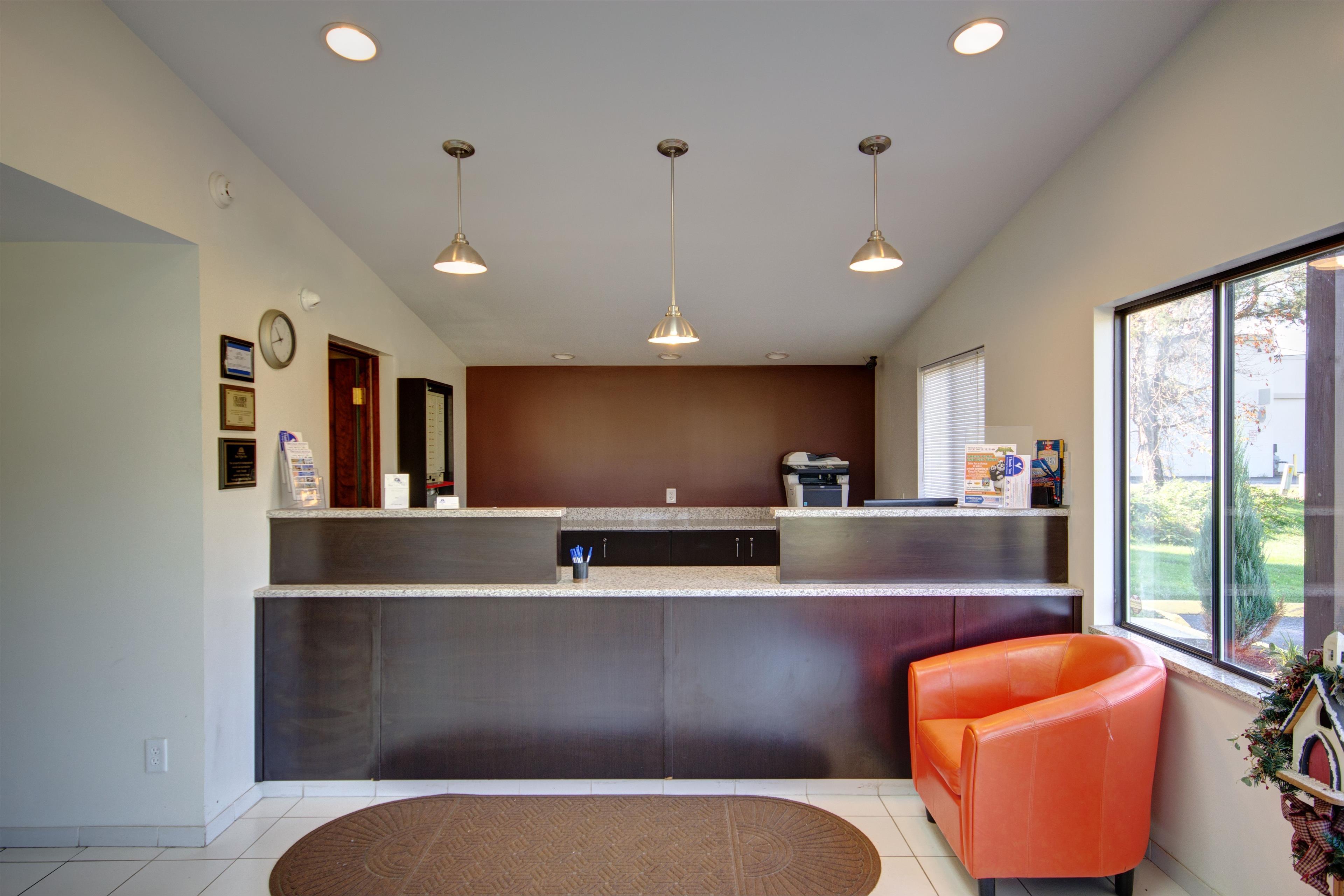 Americas Best Value Inn - Heath/Newark image 4