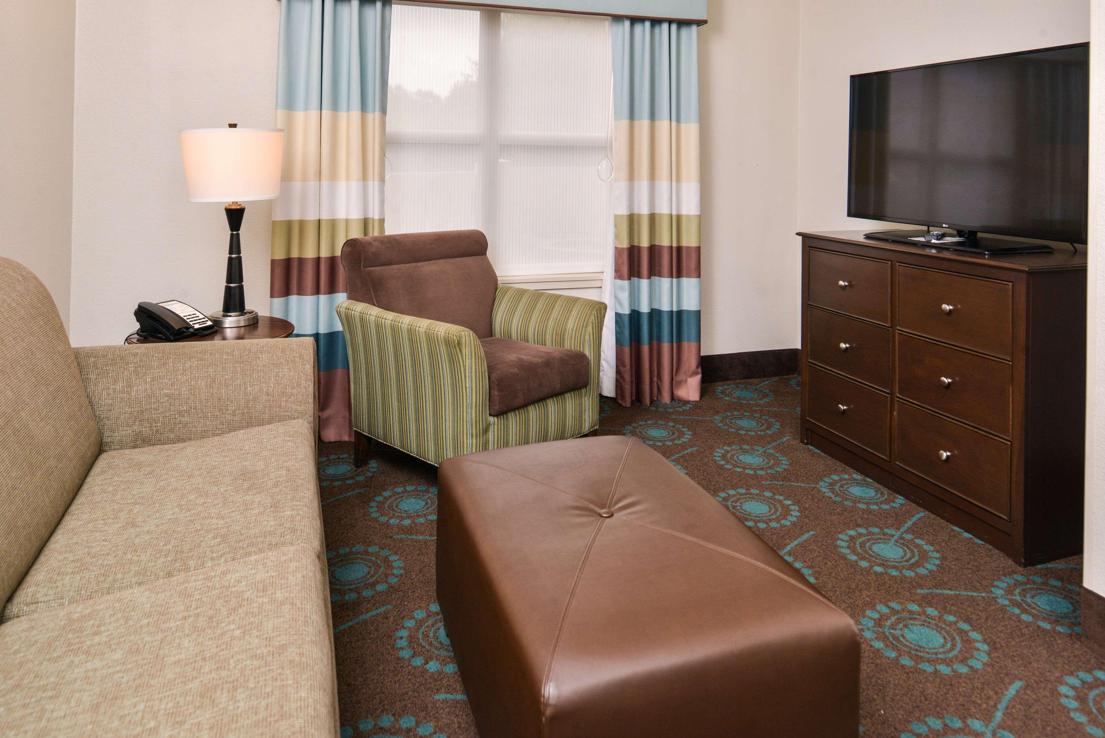 Hampton Inn & Suites Newport News (Oyster Point) image 42