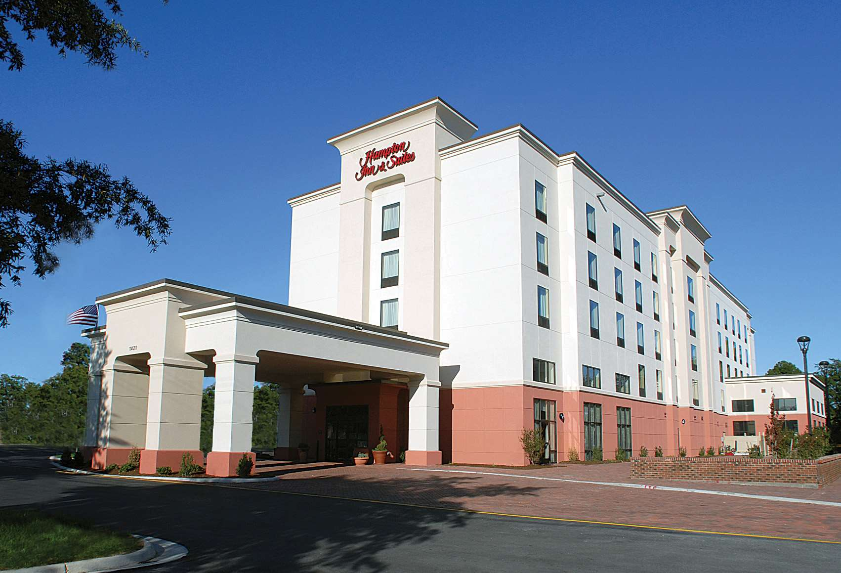 Hampton Inn & Suites Chesapeake-Battlefield Blvd. image 2