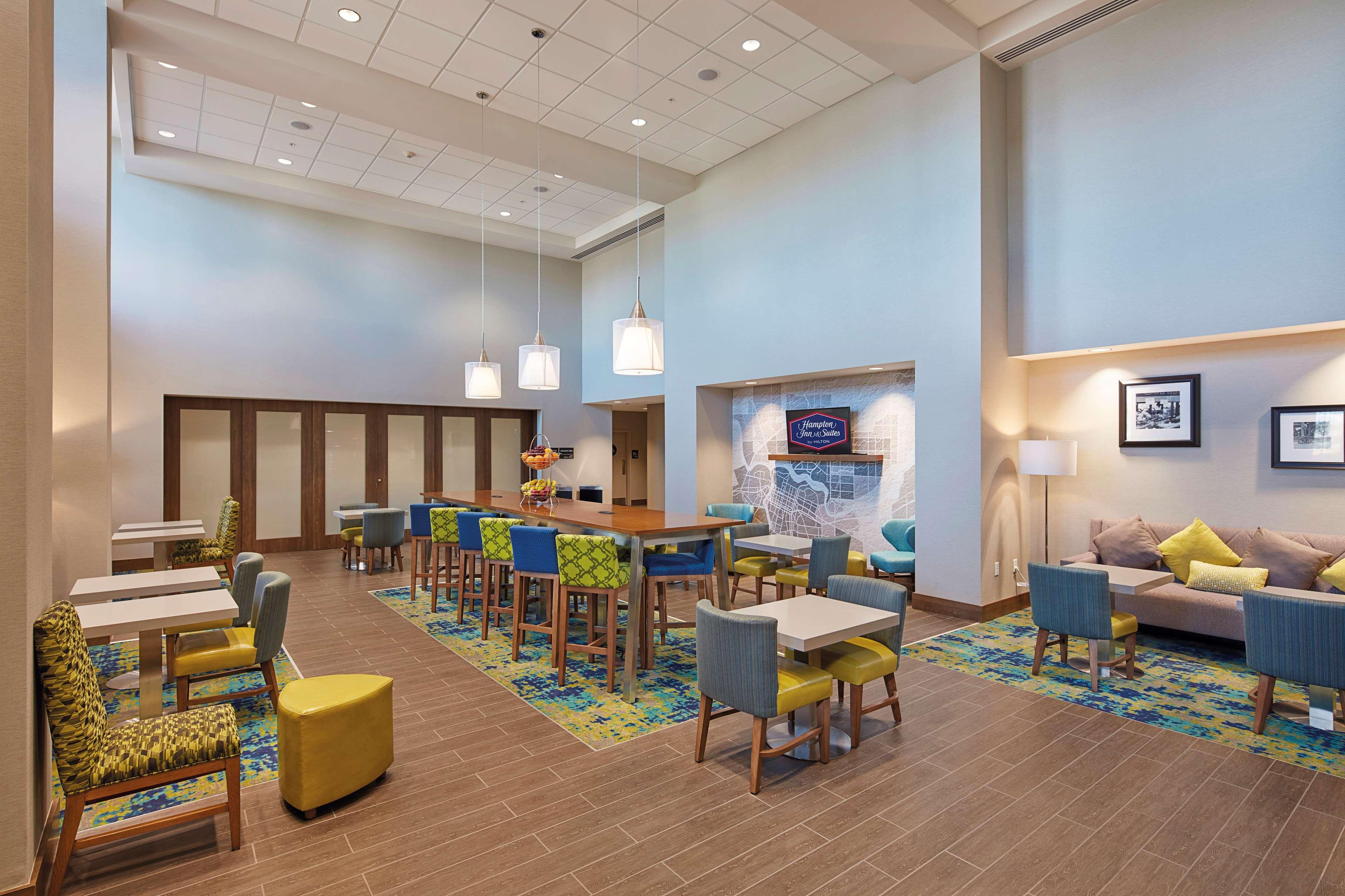 Hampton Inn & Suites Sacramento at CSUS image 8