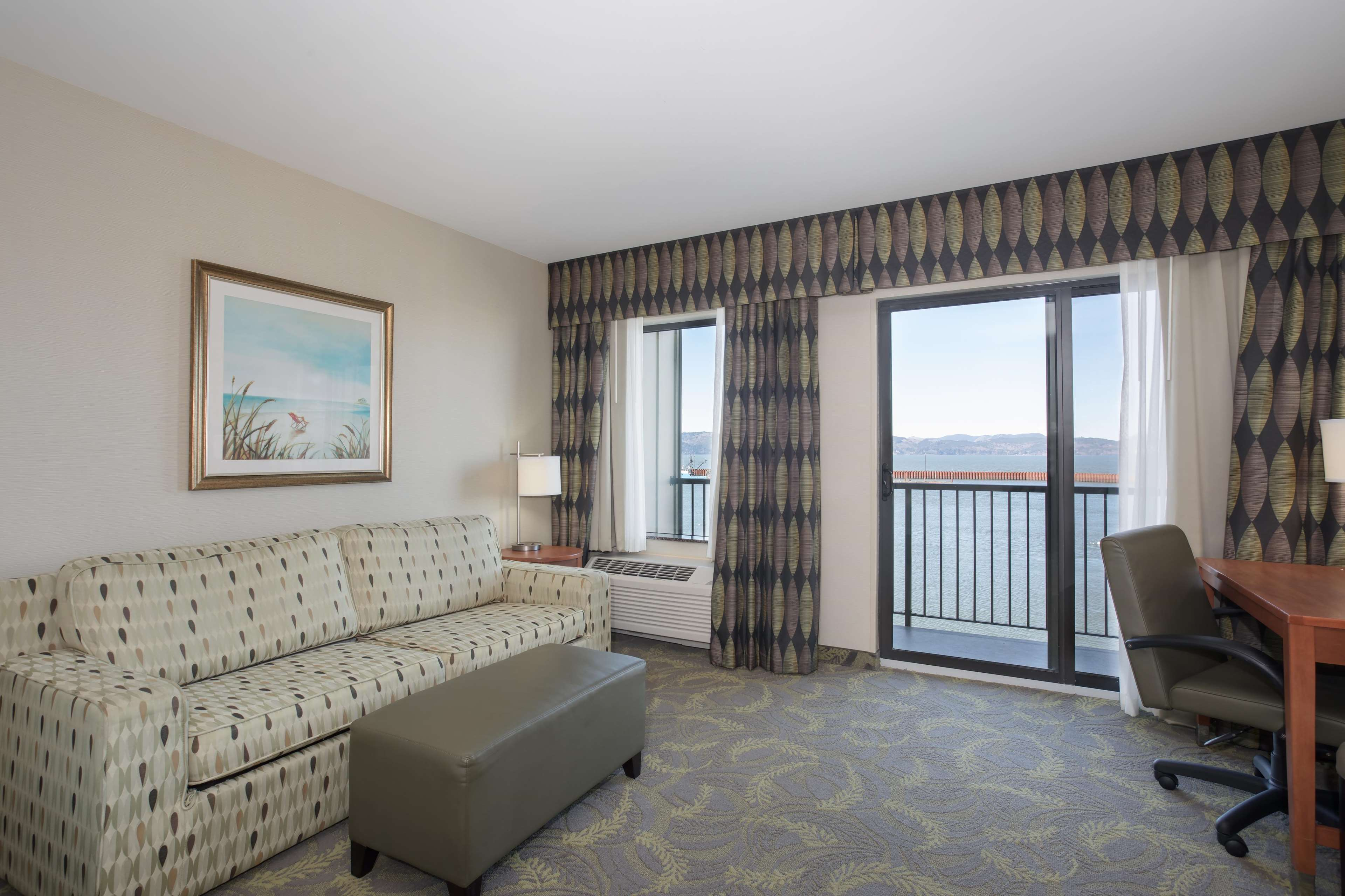 Hampton Inn & Suites Astoria image 39
