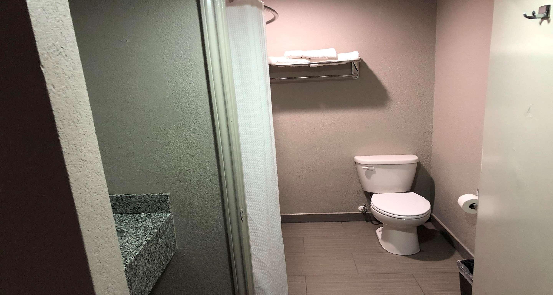SureStay Plus Hotel by Best Western San Antonio North image 3