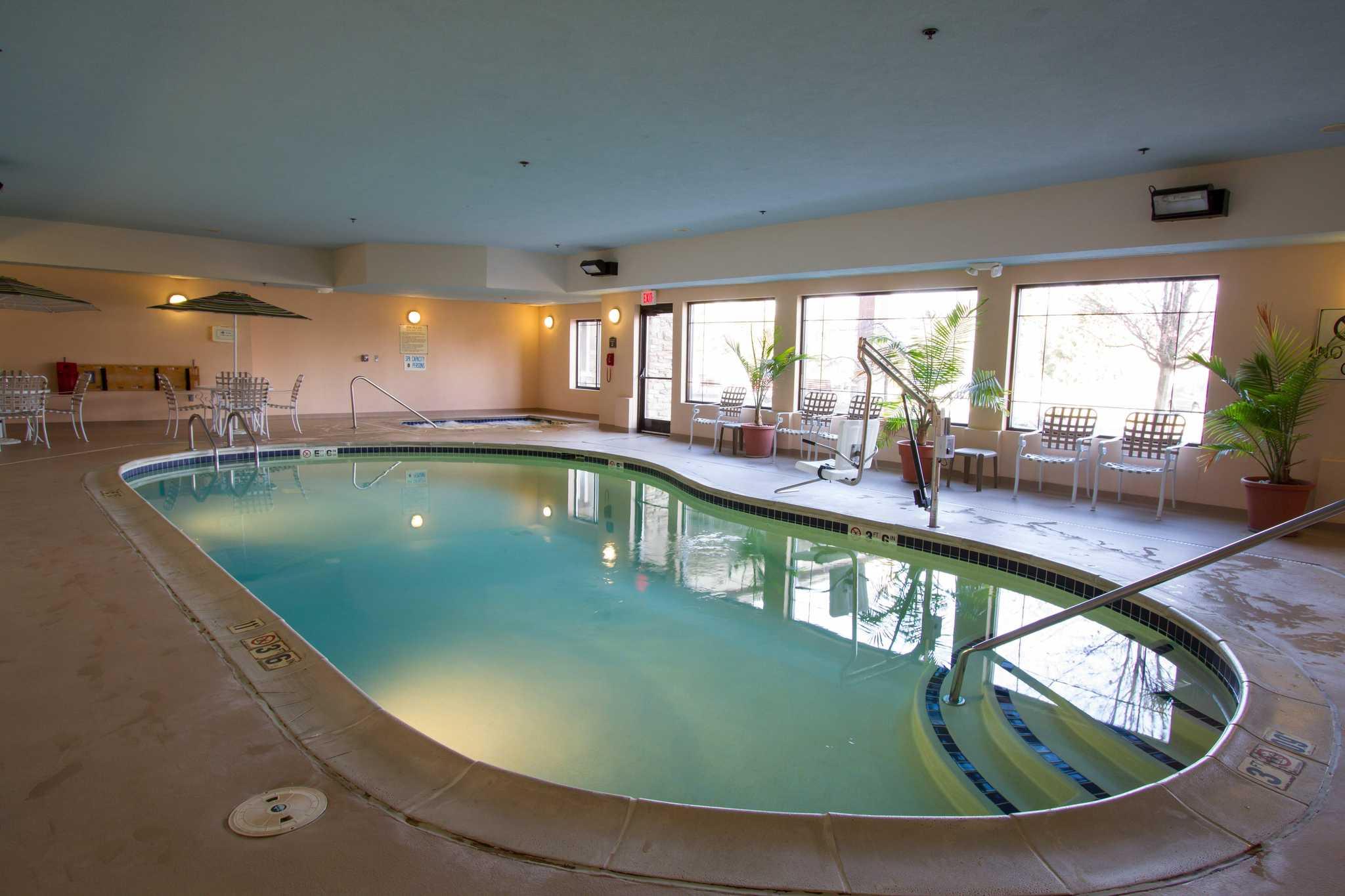 Comfort Suites Grand Rapids North Comstock Park Mi