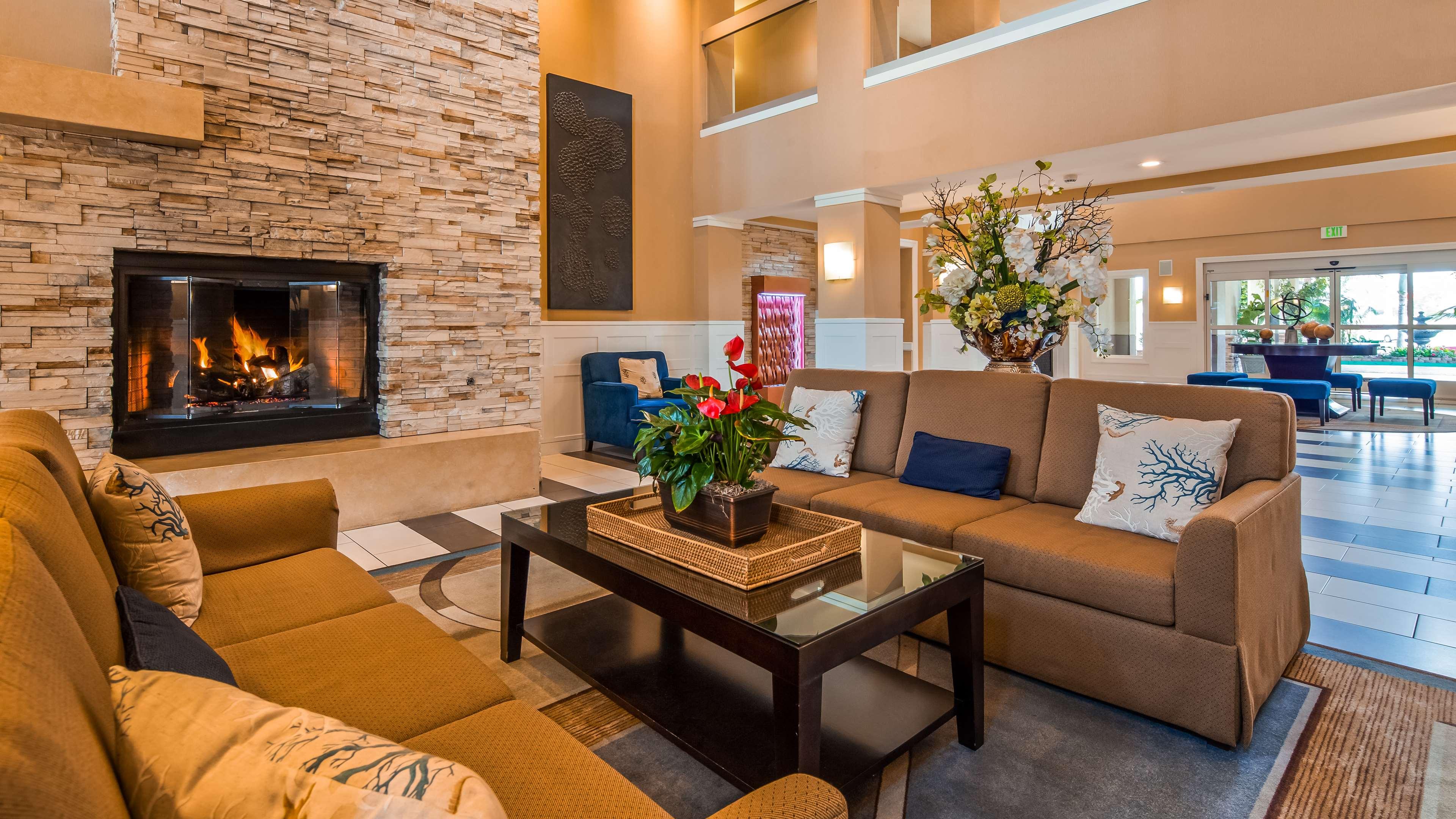 Best Western Plus Marina Gateway Hotel image 3