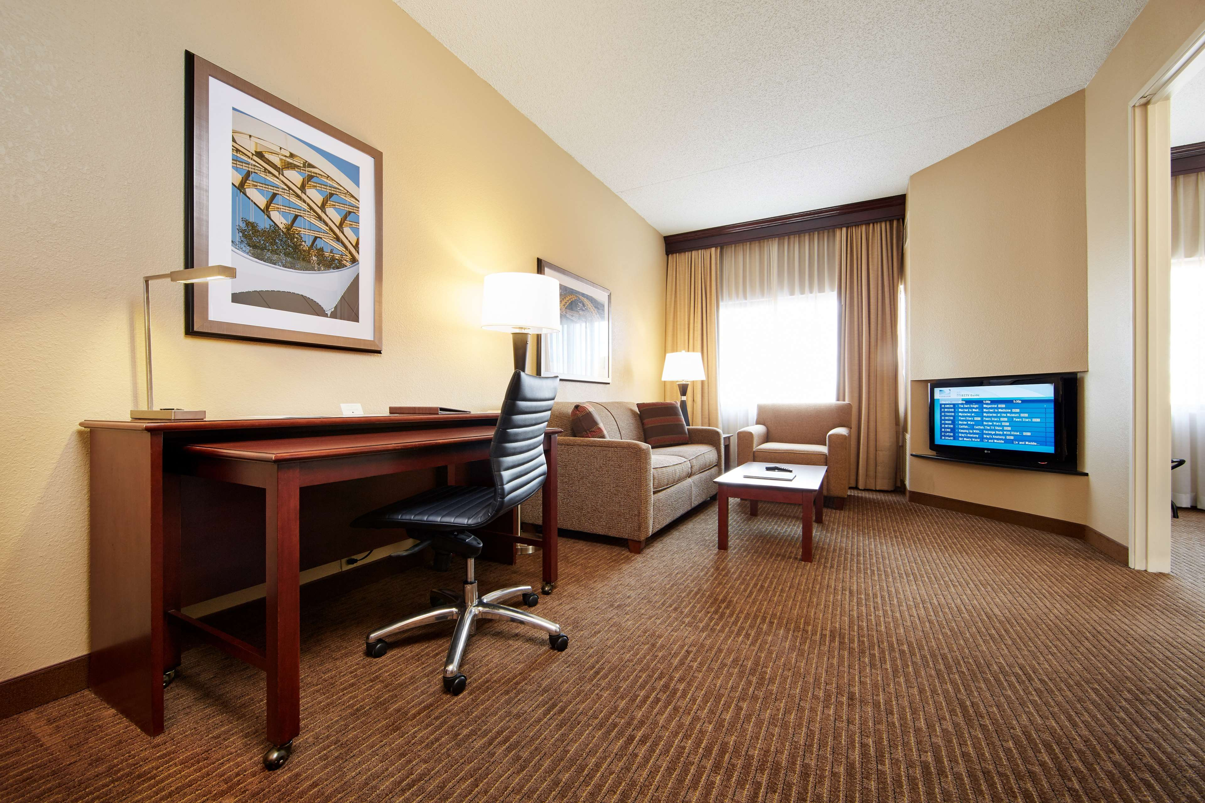 DoubleTree Suites by Hilton Hotel Cincinnati - Blue Ash image 21