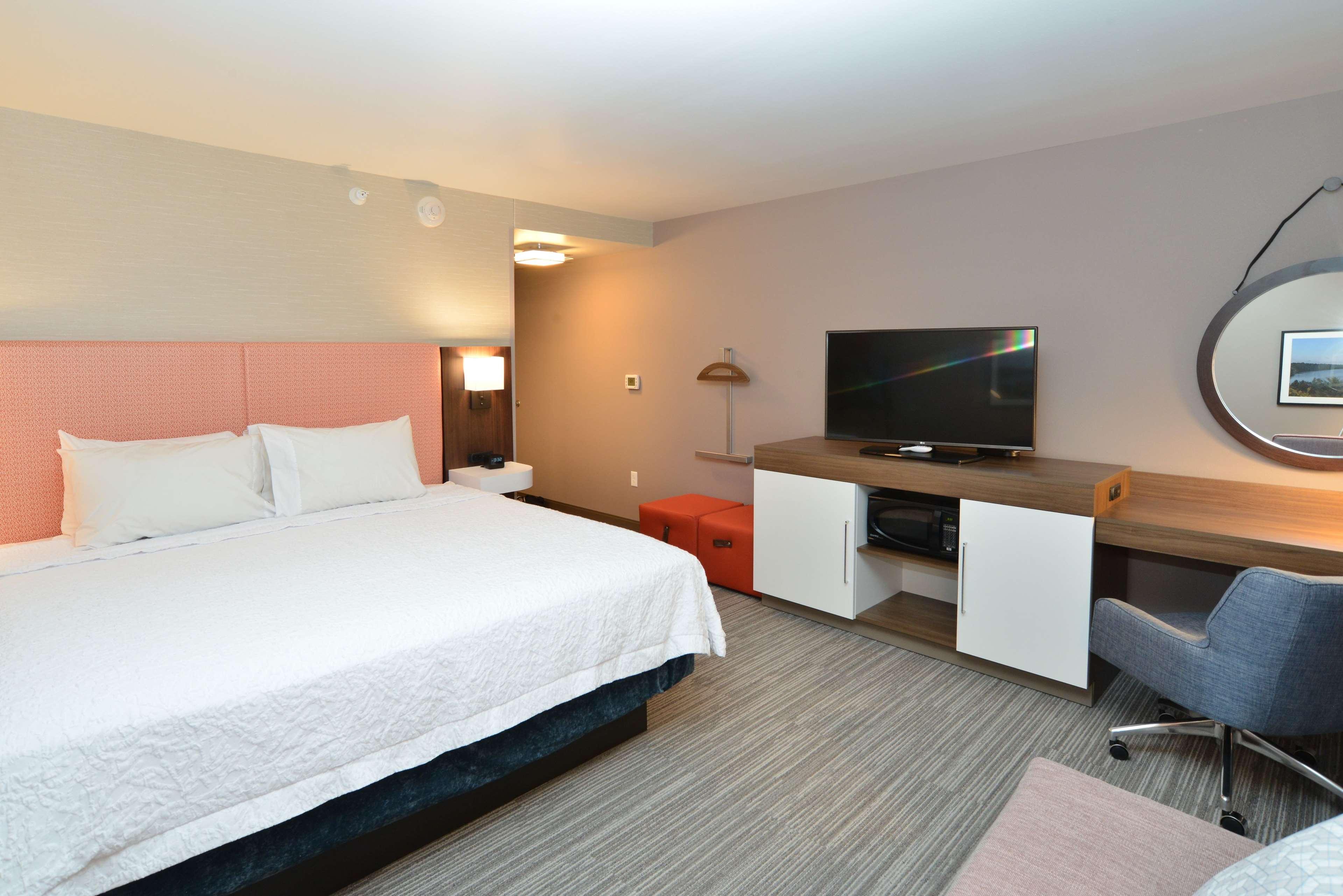 Hampton Inn & Suites Menomonie-UW Stout image 18