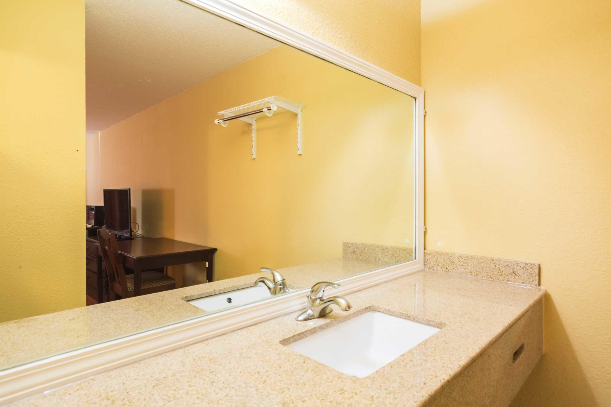 Econo Lodge image 41