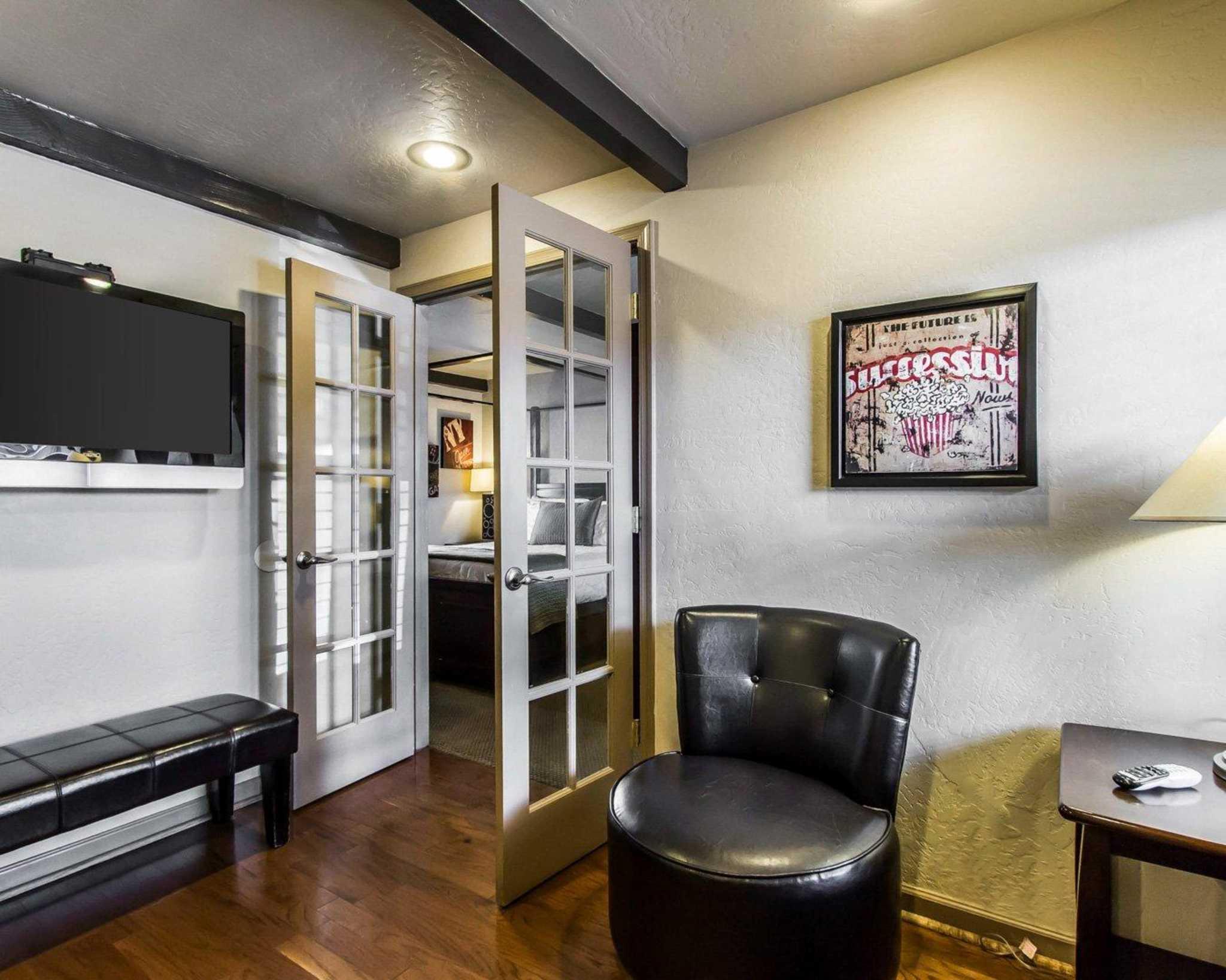 Rodeway Inn & Suites Downtowner-Rte 66 image 24