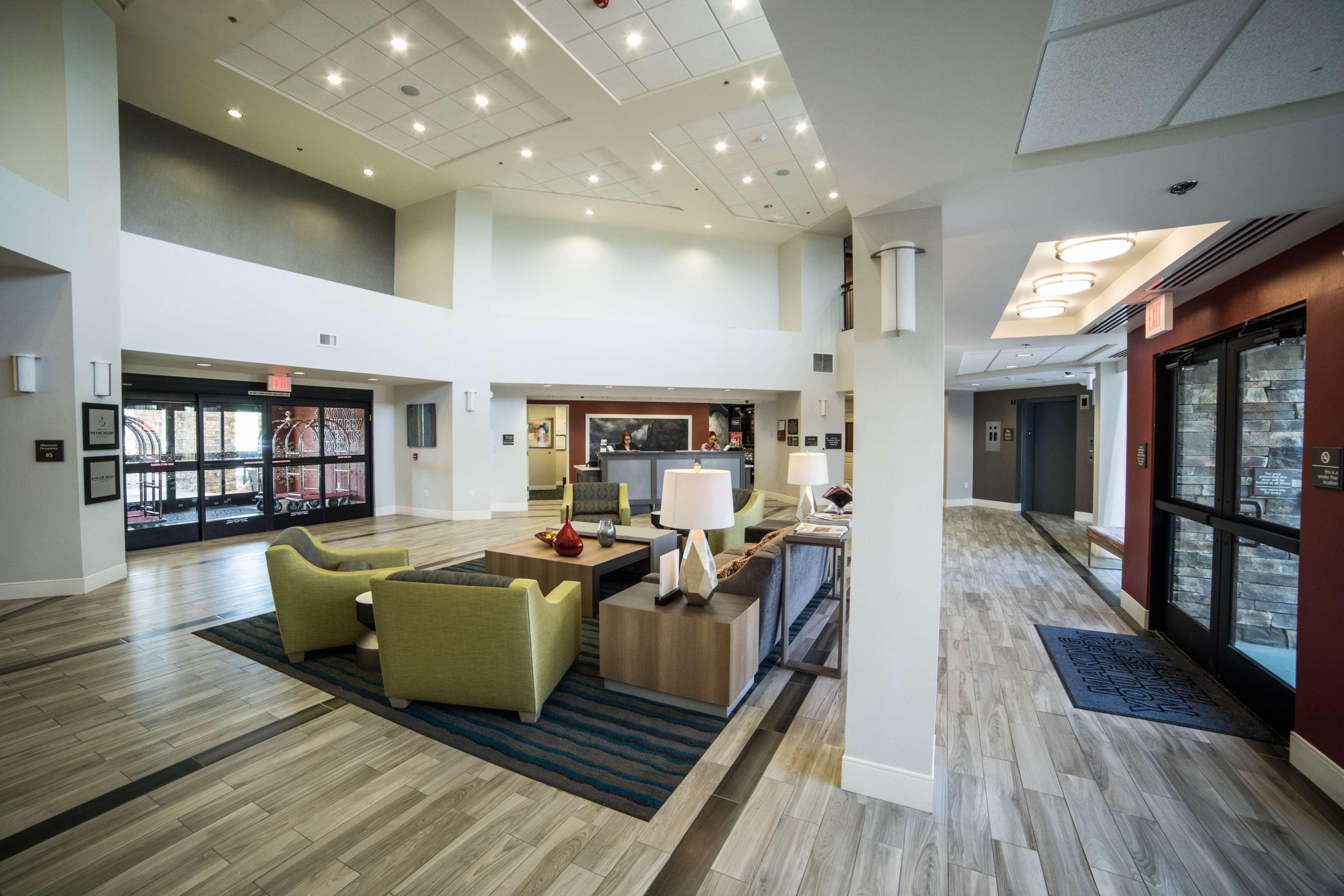 Hampton Inn & Suites Tempe - Phoenix Airport image 8