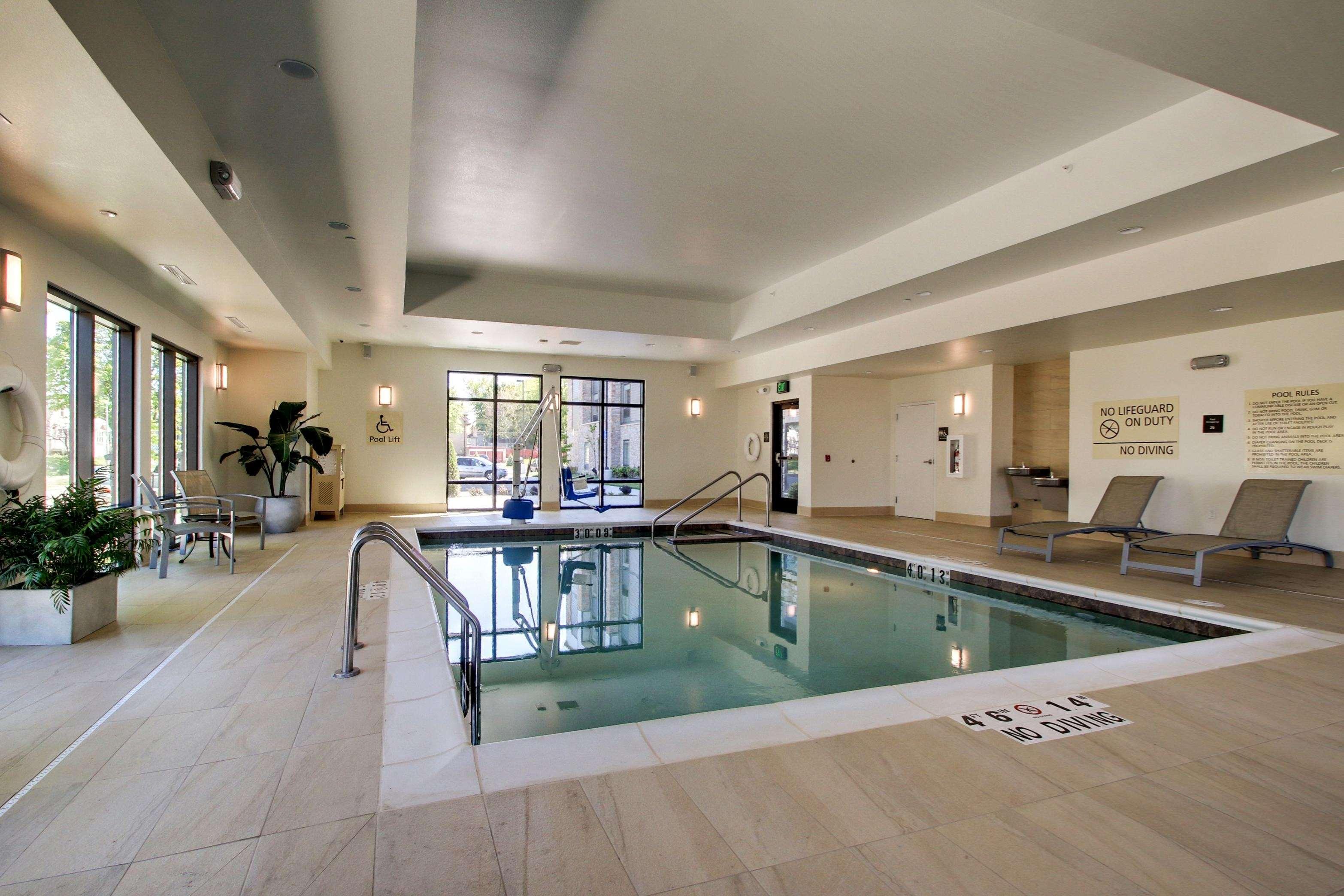 Hampton Inn & Suites Milwaukee West image 33
