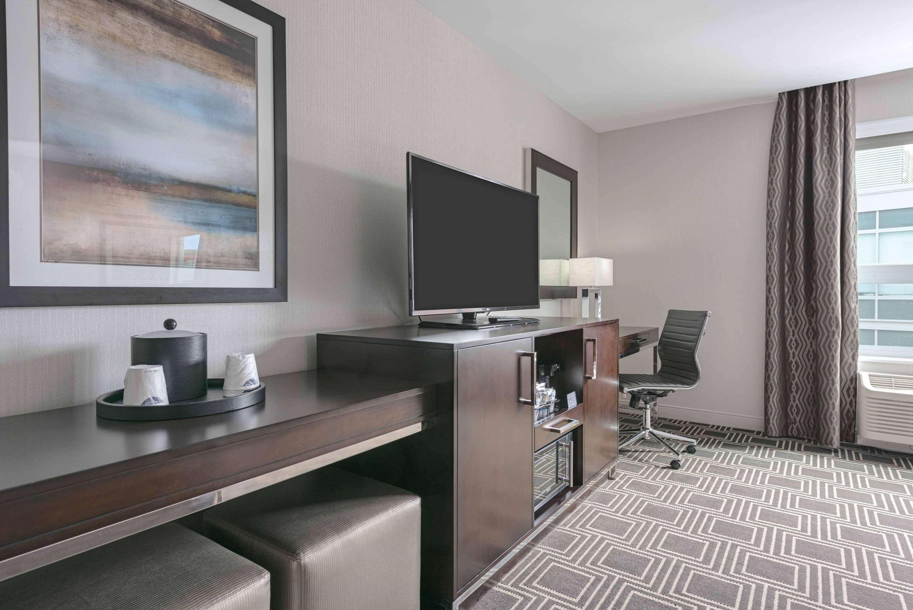 Hampton Inn & Suites Worcester image 14