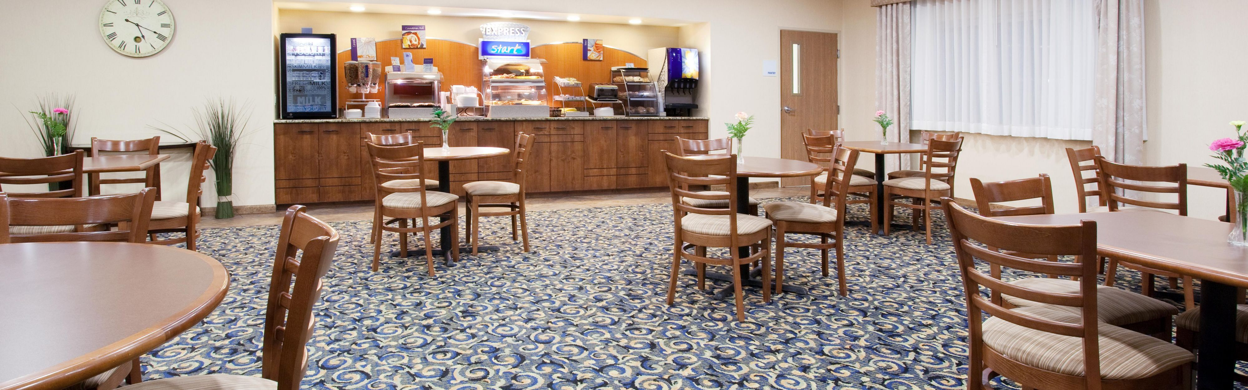 Holiday Inn Express & Suites Torrington image 3