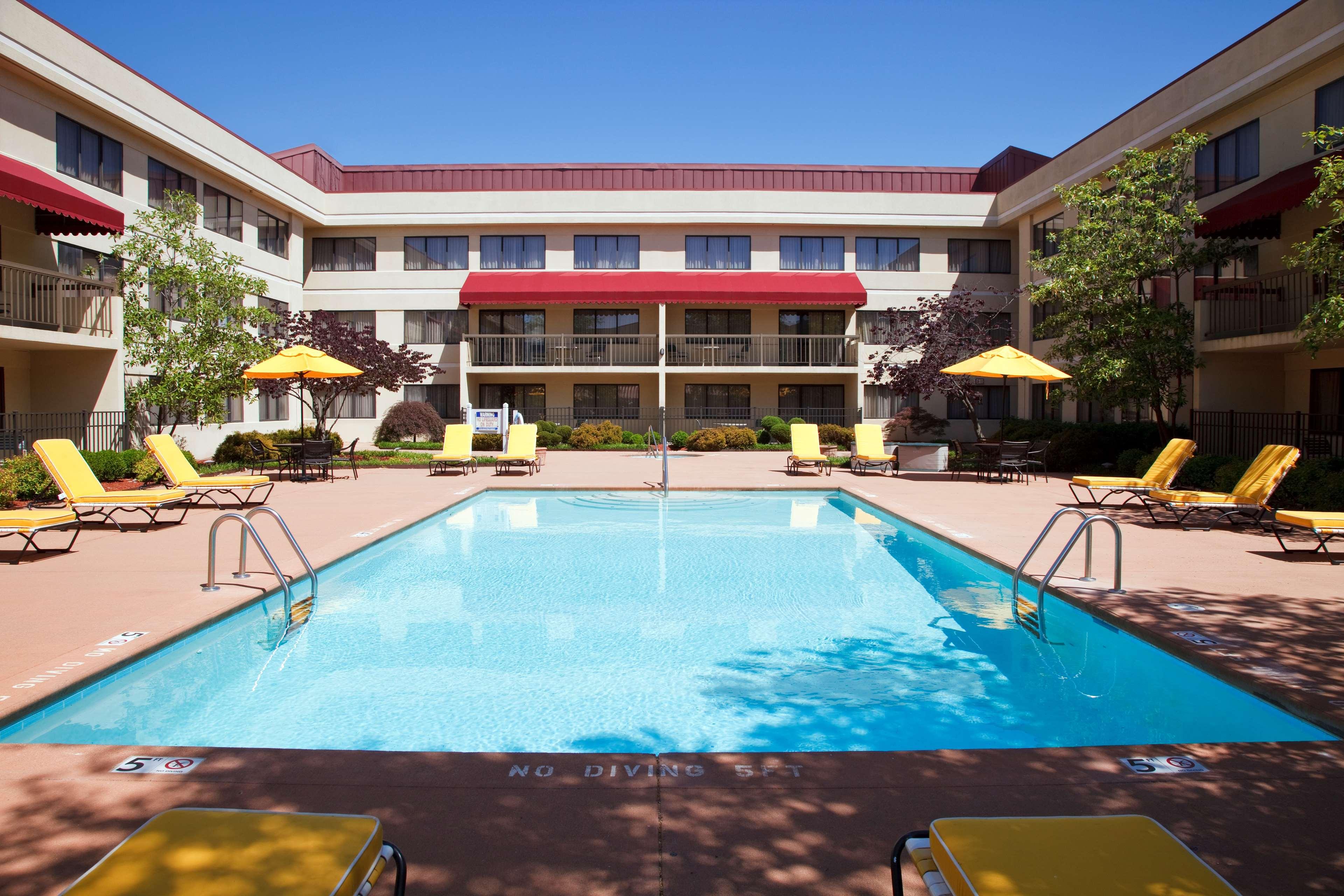 DoubleTree Suites by Hilton Hotel Cincinnati - Blue Ash image 2
