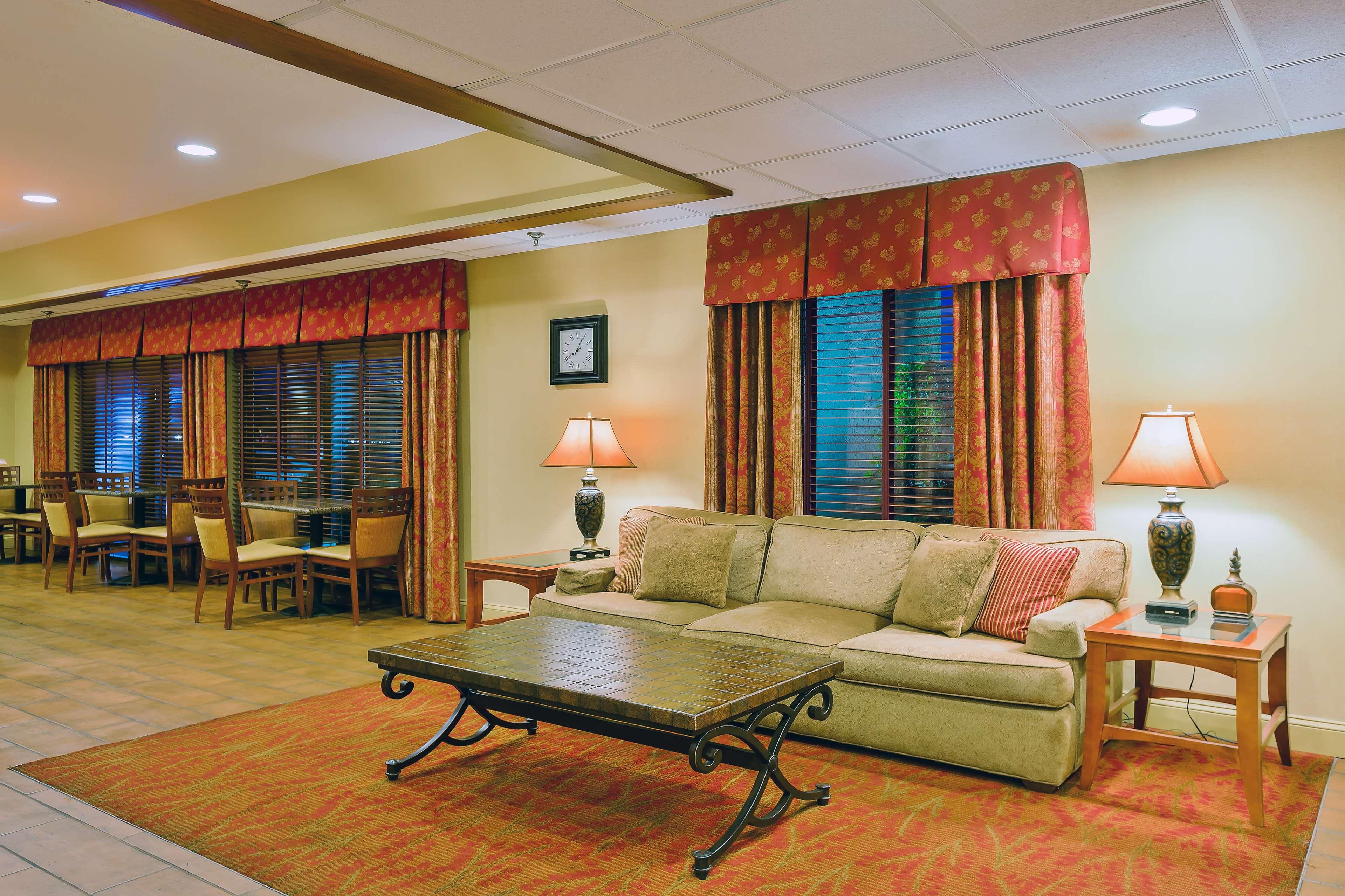Hampton Inn Marion image 2