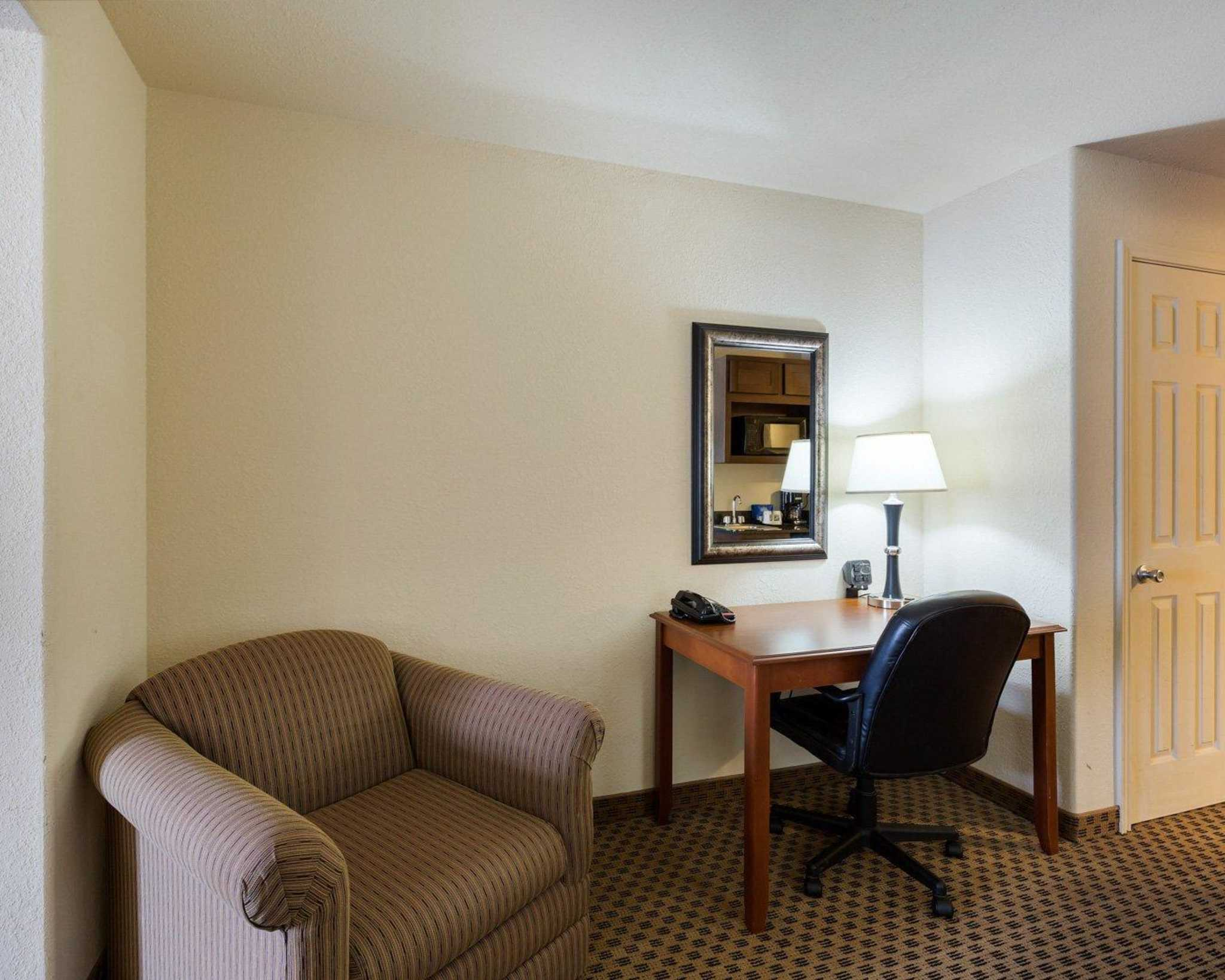Quality Suites image 19