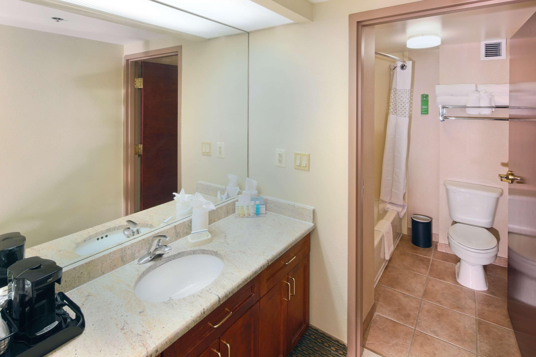 Hampton Inn & Suites Reagan National Airport image 28