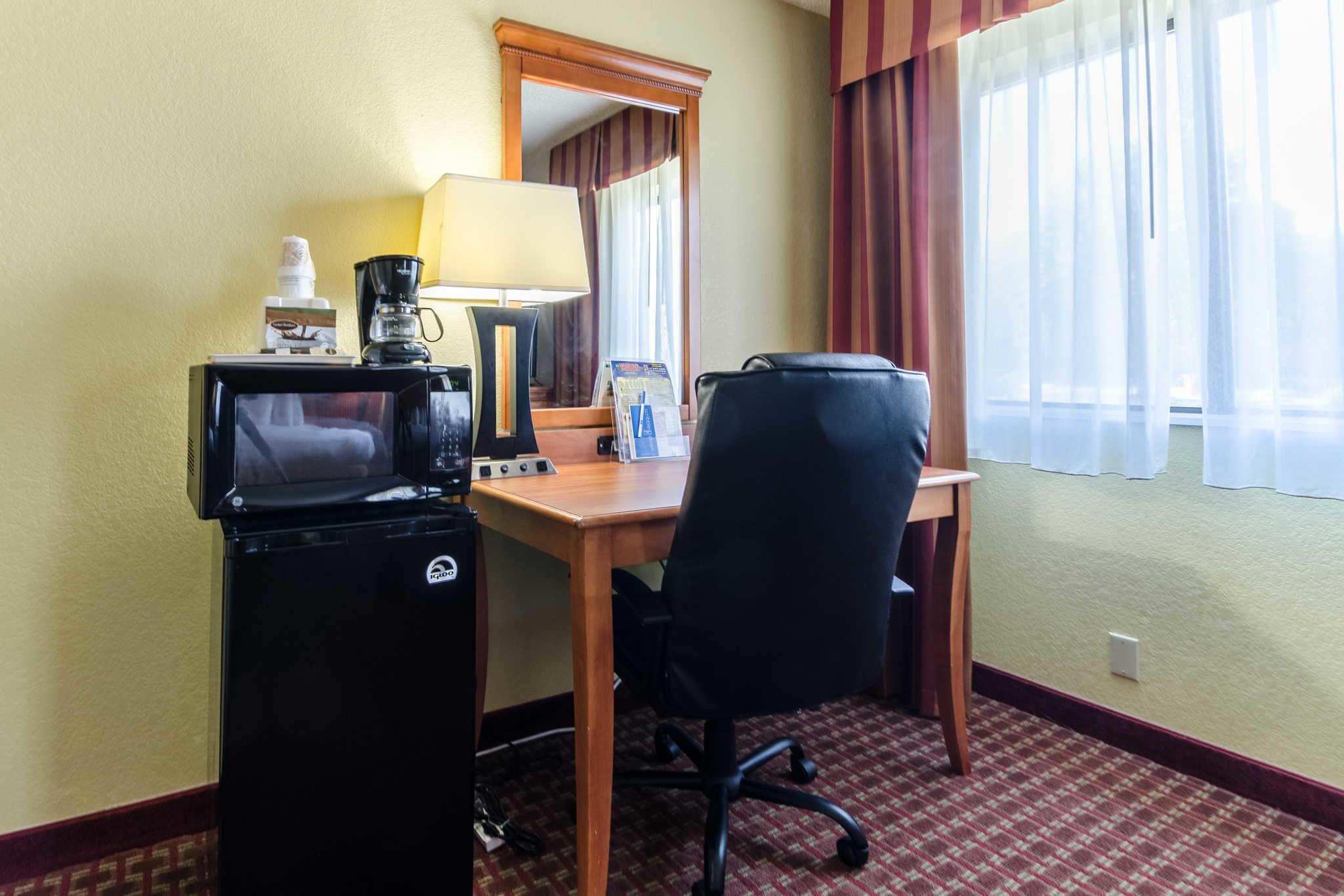 Rodeway Inn & Suites image 21