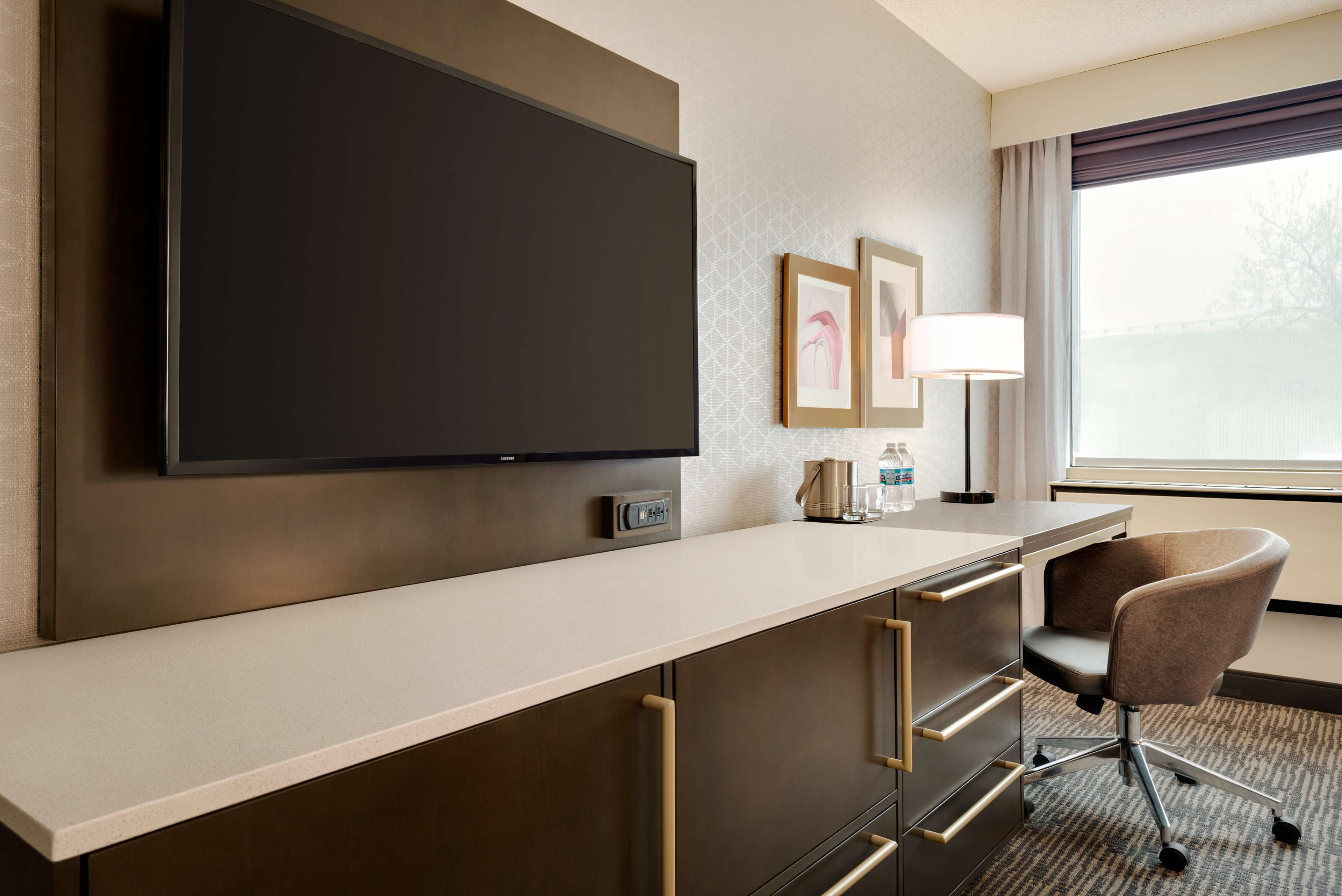DoubleTree by Hilton St. Paul East image 11