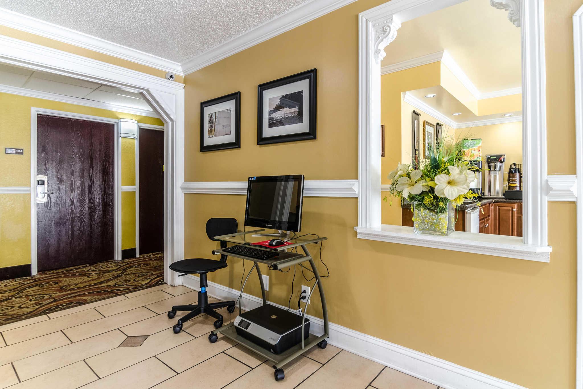 Rodeway Inn & Suites image 29