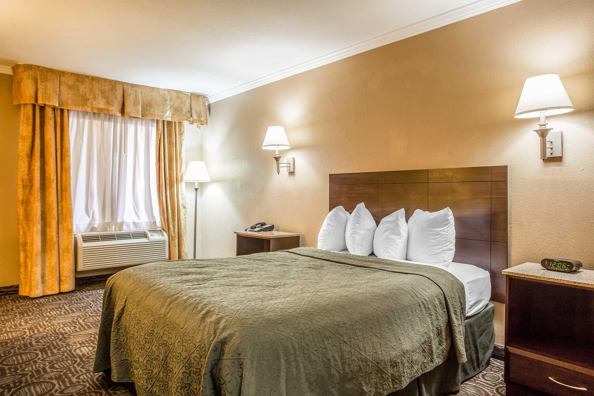 Quality Inn & Suites Ft. Jackson Maingate image 16