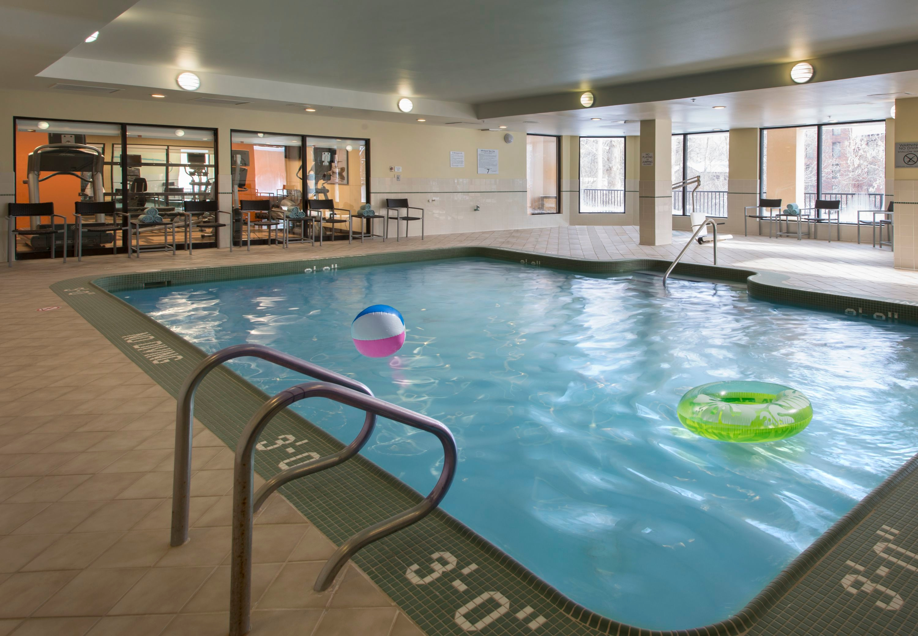 Courtyard by Marriott Grand Rapids Airport image 6