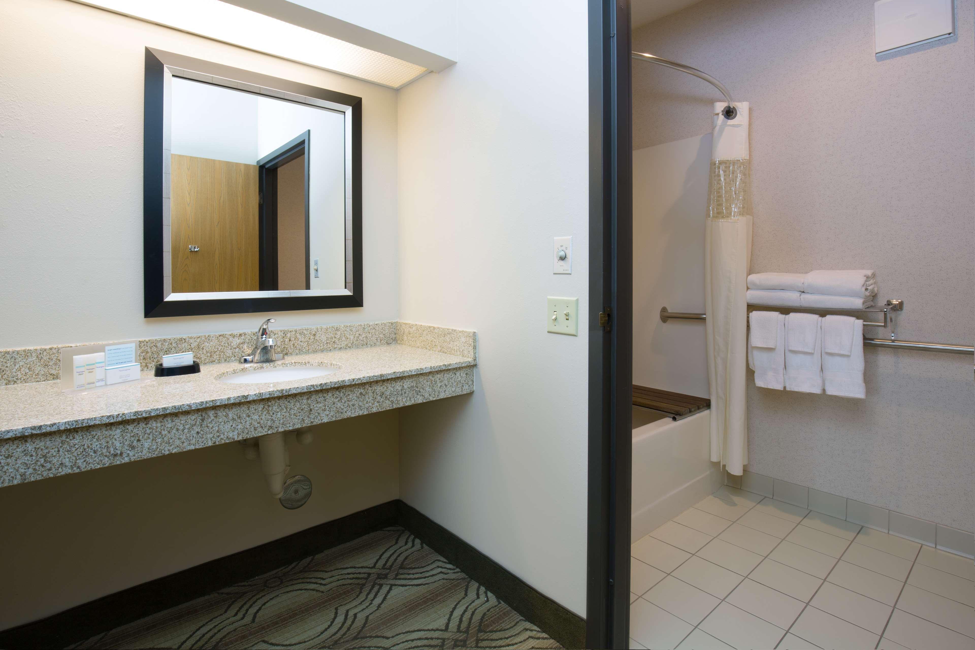 Hampton Inn & Suites Ft. Wayne-North image 24