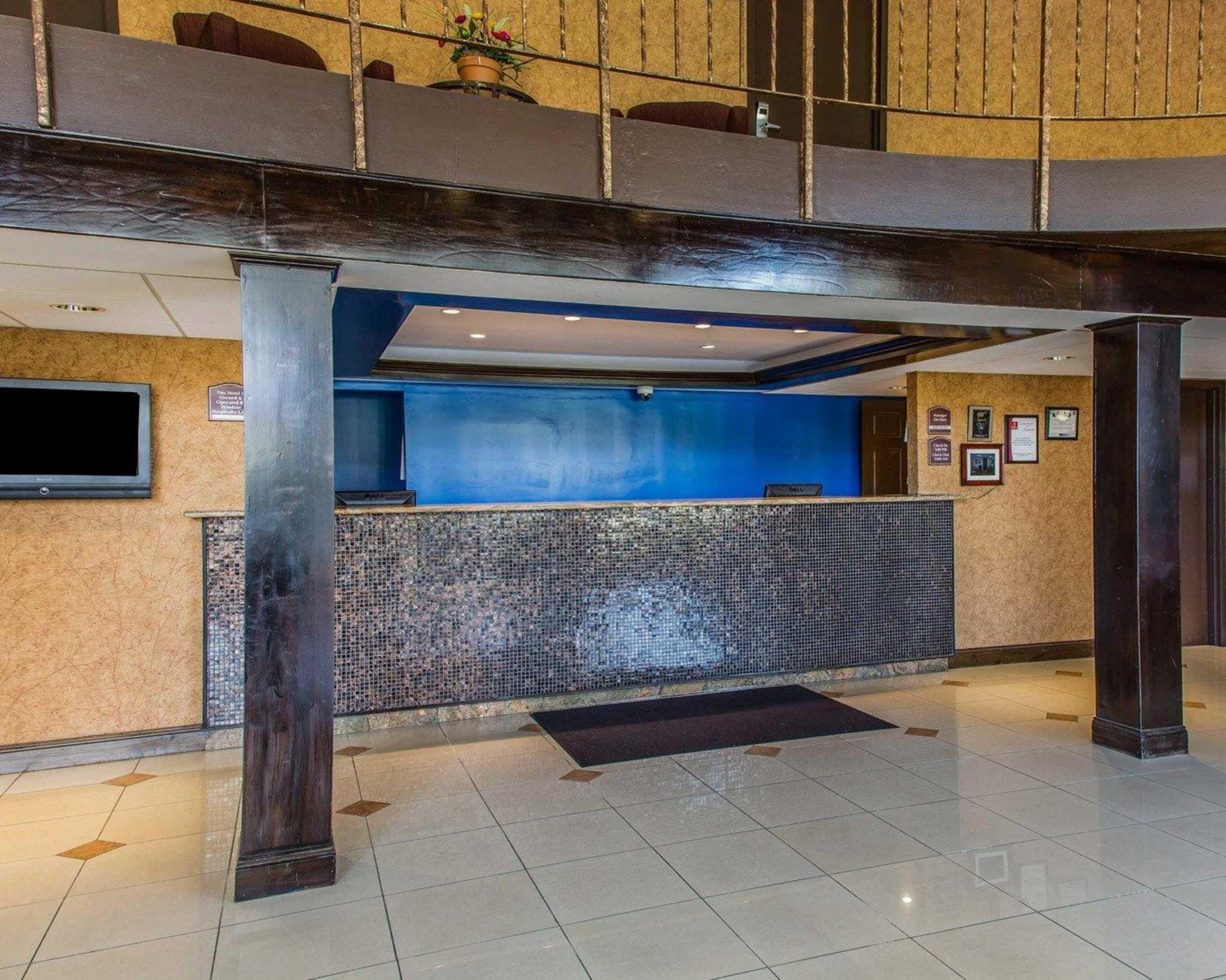 Rodeway Inn & Suites Bradley Airport image 2