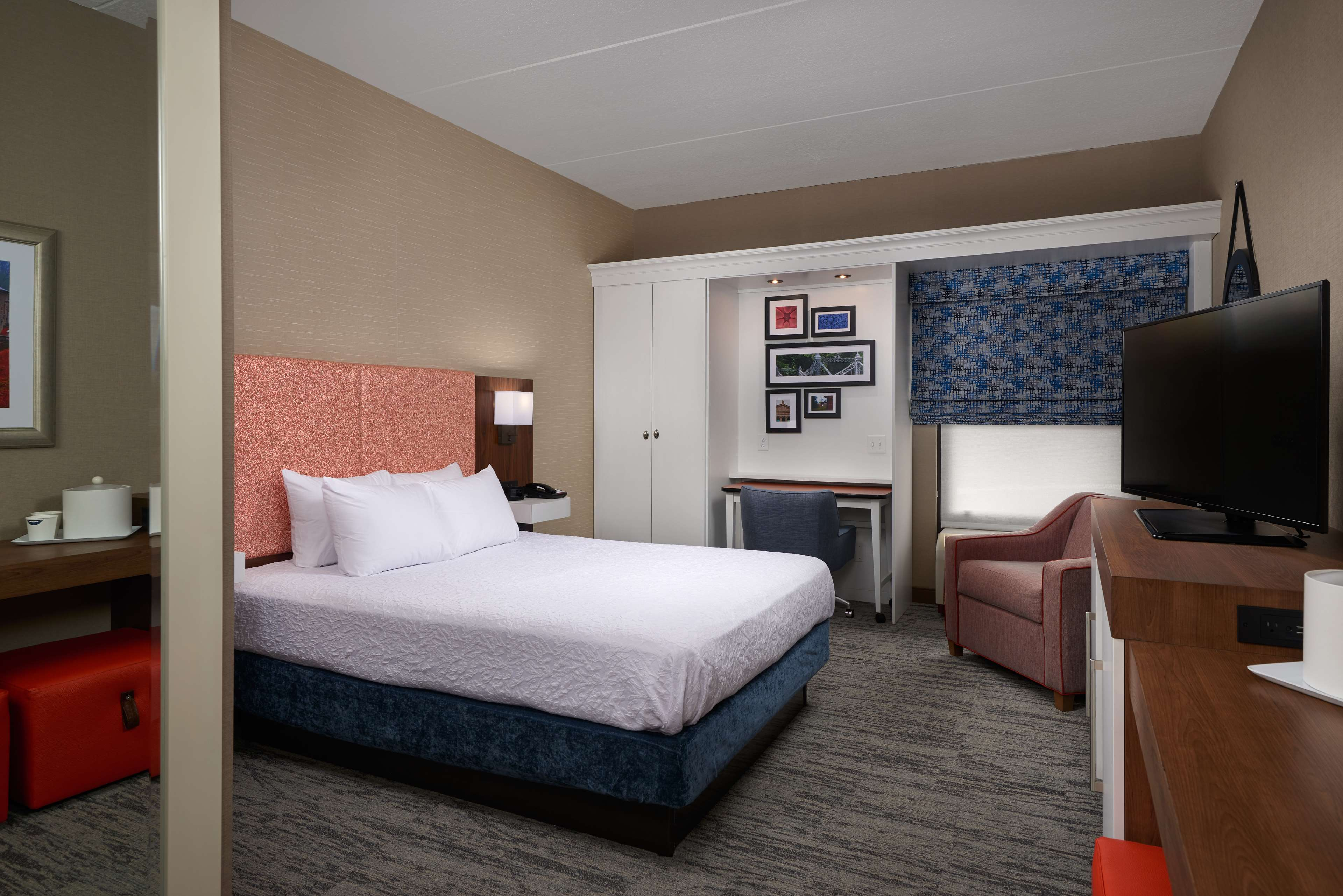 Hampton Inn Youngstown-West I-80 image 15