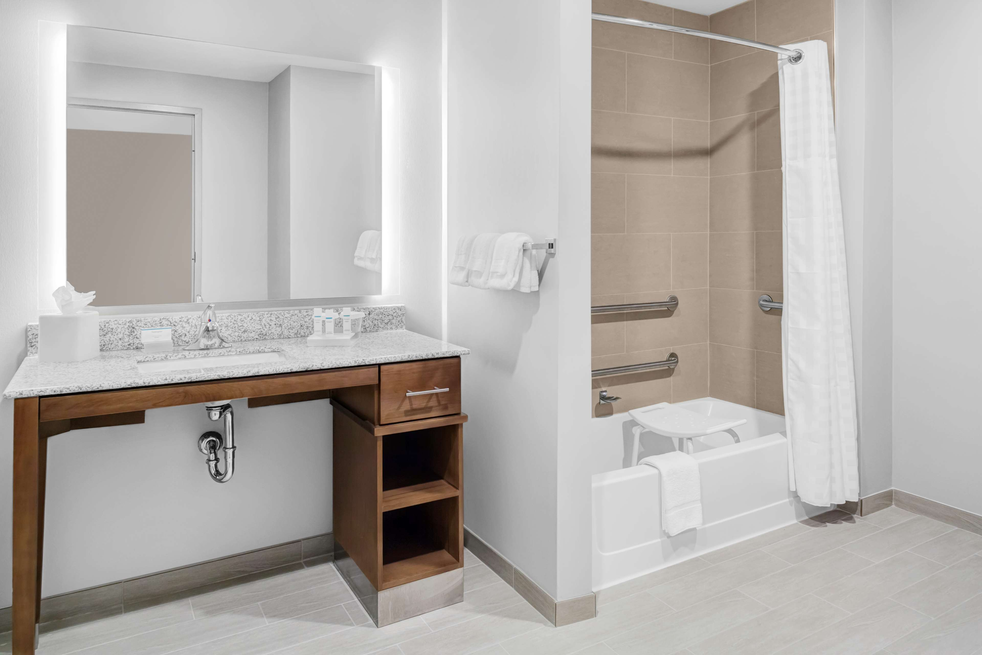 Homewood Suites by Hilton Wauwatosa Milwaukee image 17