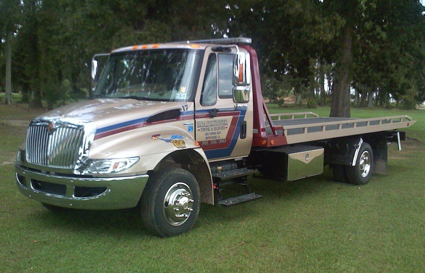Road Runner Towing & Recovery image 1
