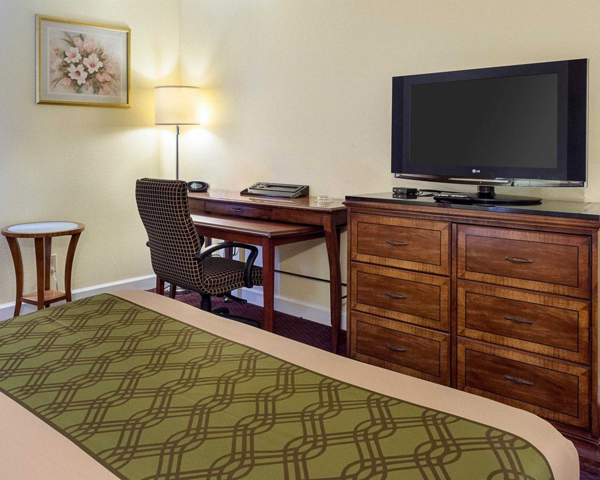 Econo Lodge Inn & Suites Carrollton Smithfield image 20