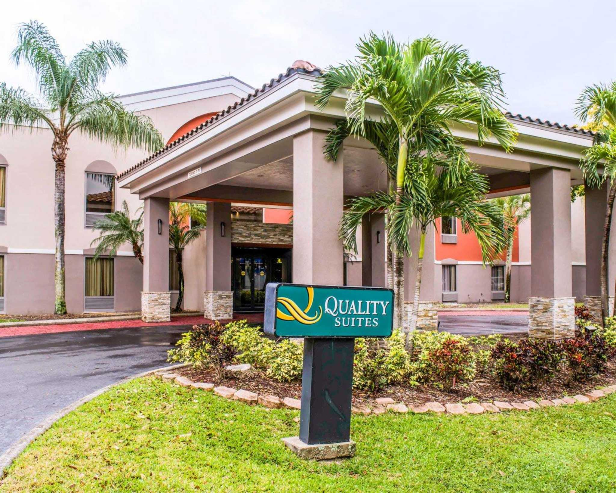 Quality Suites Fort Myers - I-75 image 3
