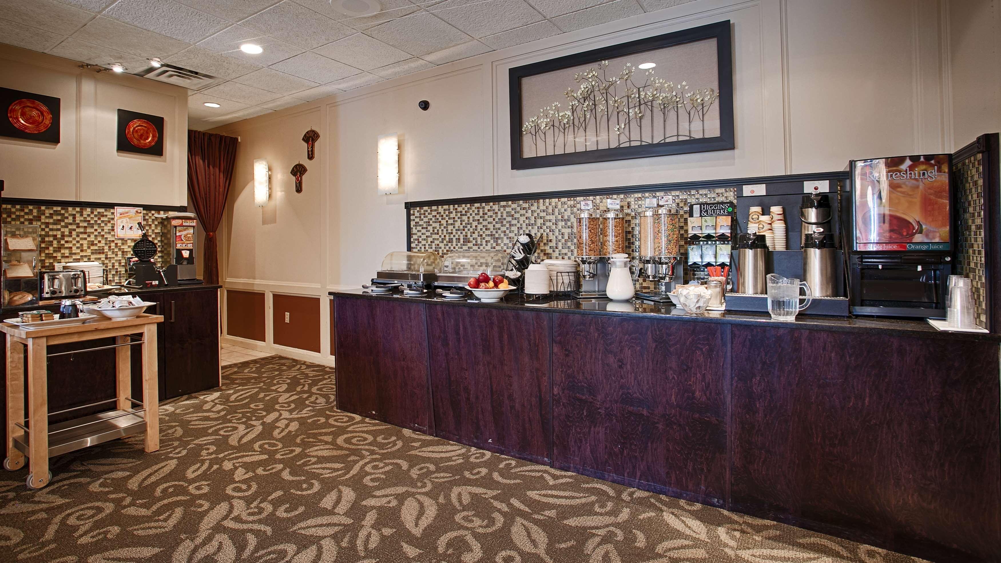 Best Western Airdrie in Airdrie: Breakfast Area
