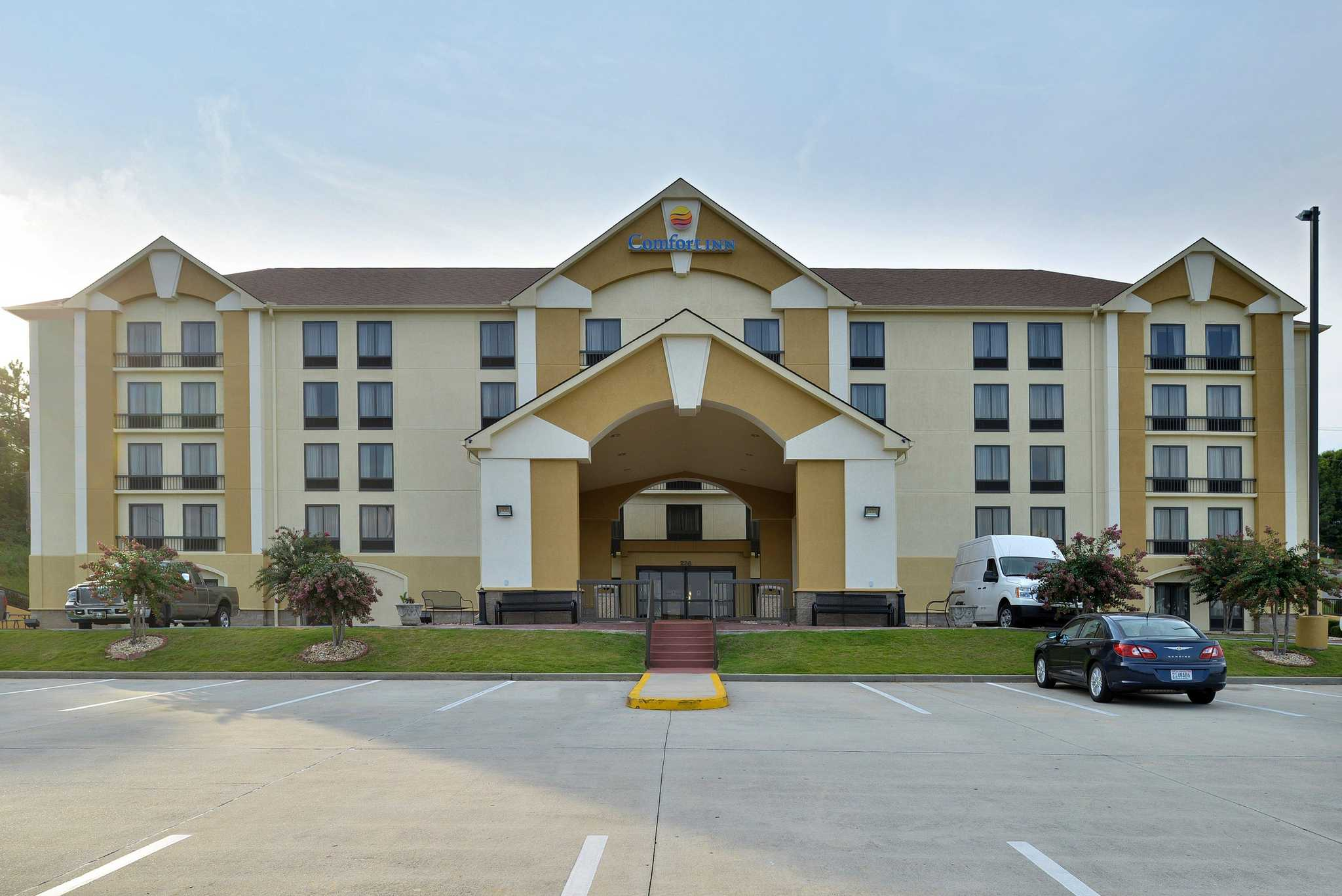 Book the Comfort Inn - Located in the heart of Birmingham, this hotel is within 3 mi (5 km) of Red Mountain Park, Vulcan Park and Museum, and Samford University. Alabama Men's Hall 4/5().