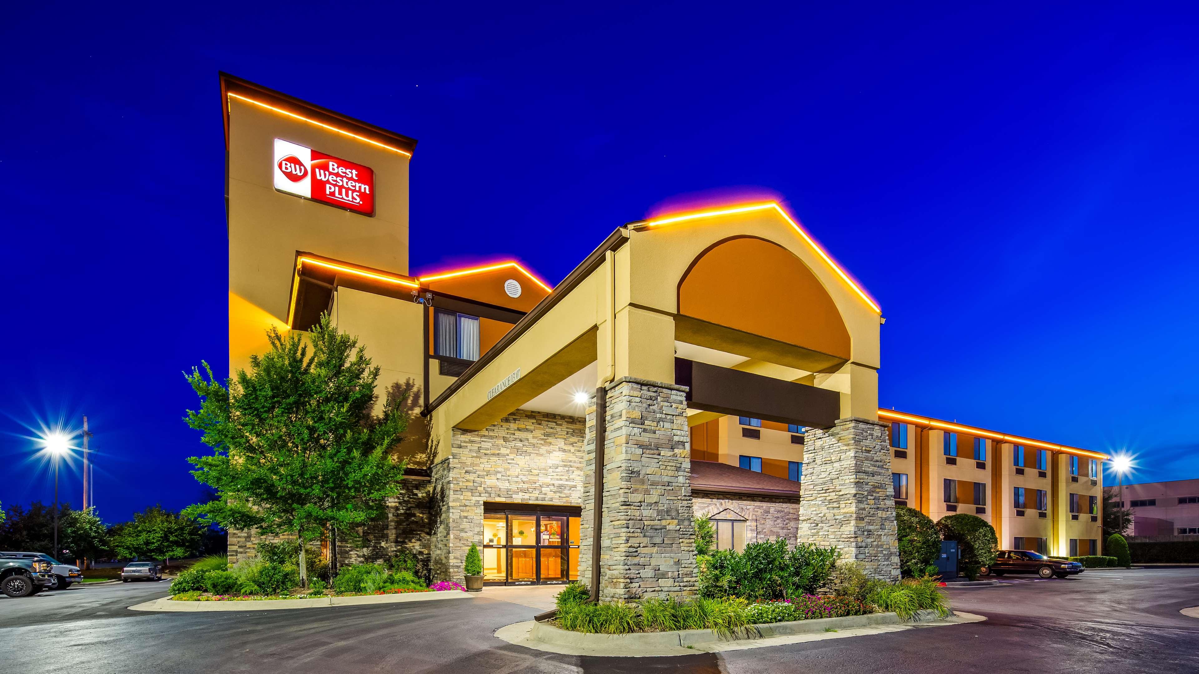 Best Western Plus Woodland Hills Hotel & Suites image 0