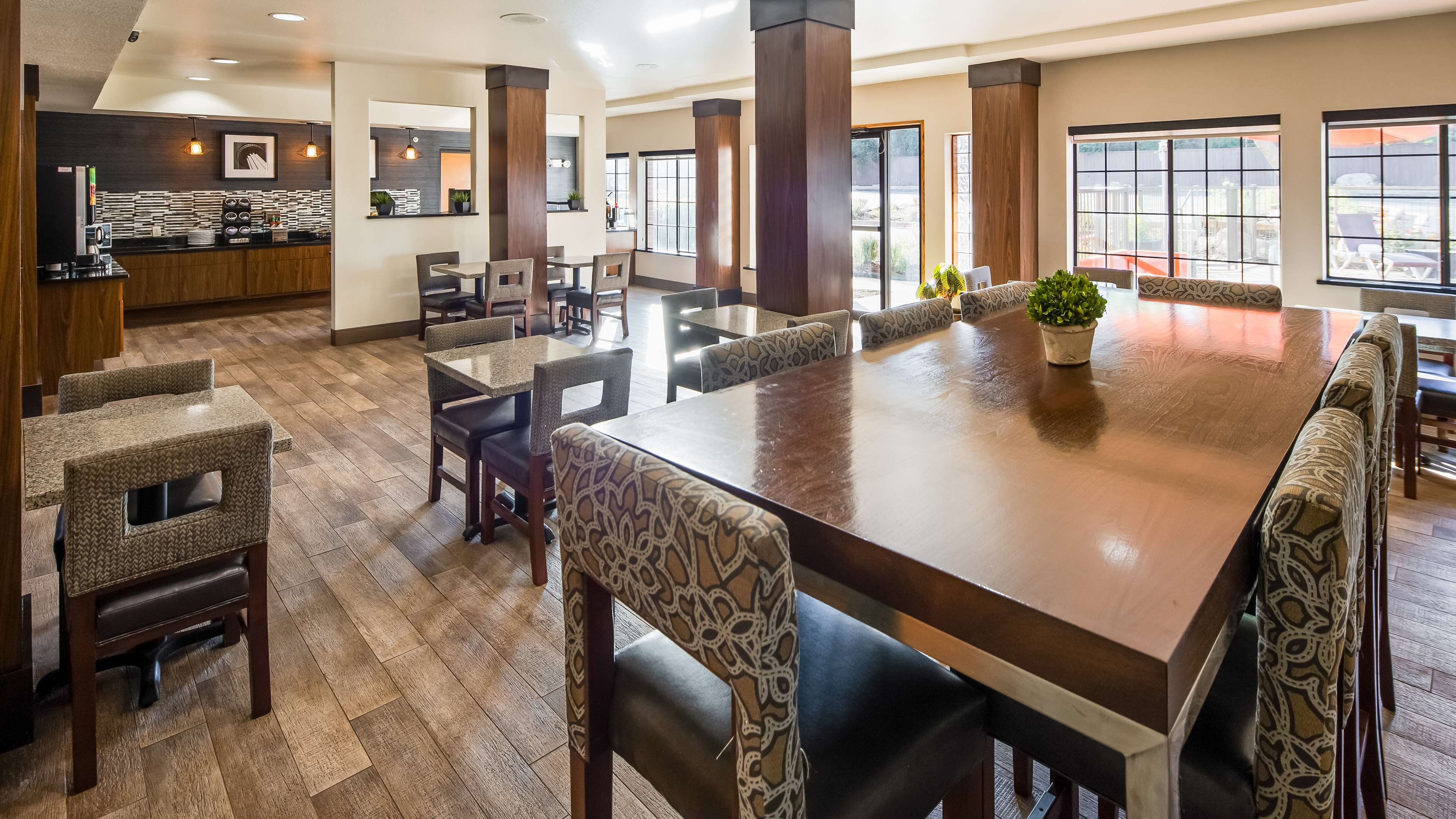 Best Western Plus Hill Country Suites image 18