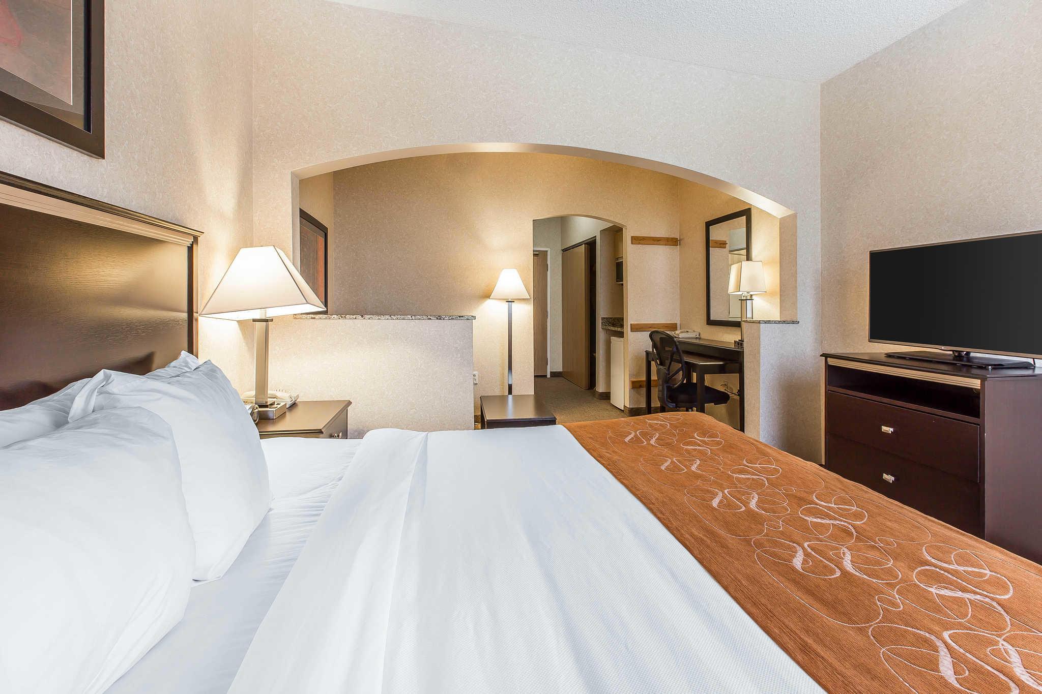 Comfort Suites Summit County image 7