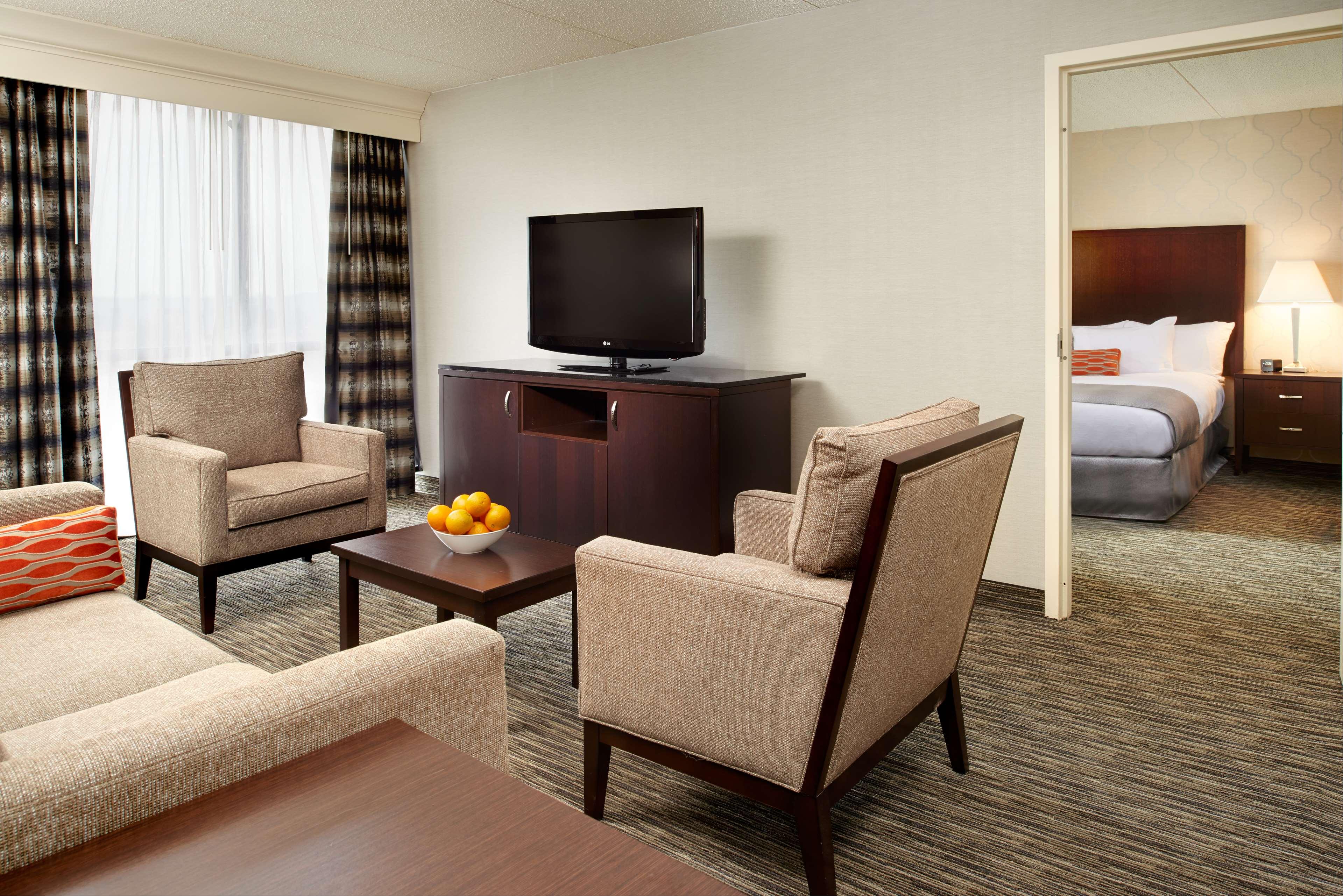 DoubleTree by Hilton Hotel Detroit - Dearborn image 18