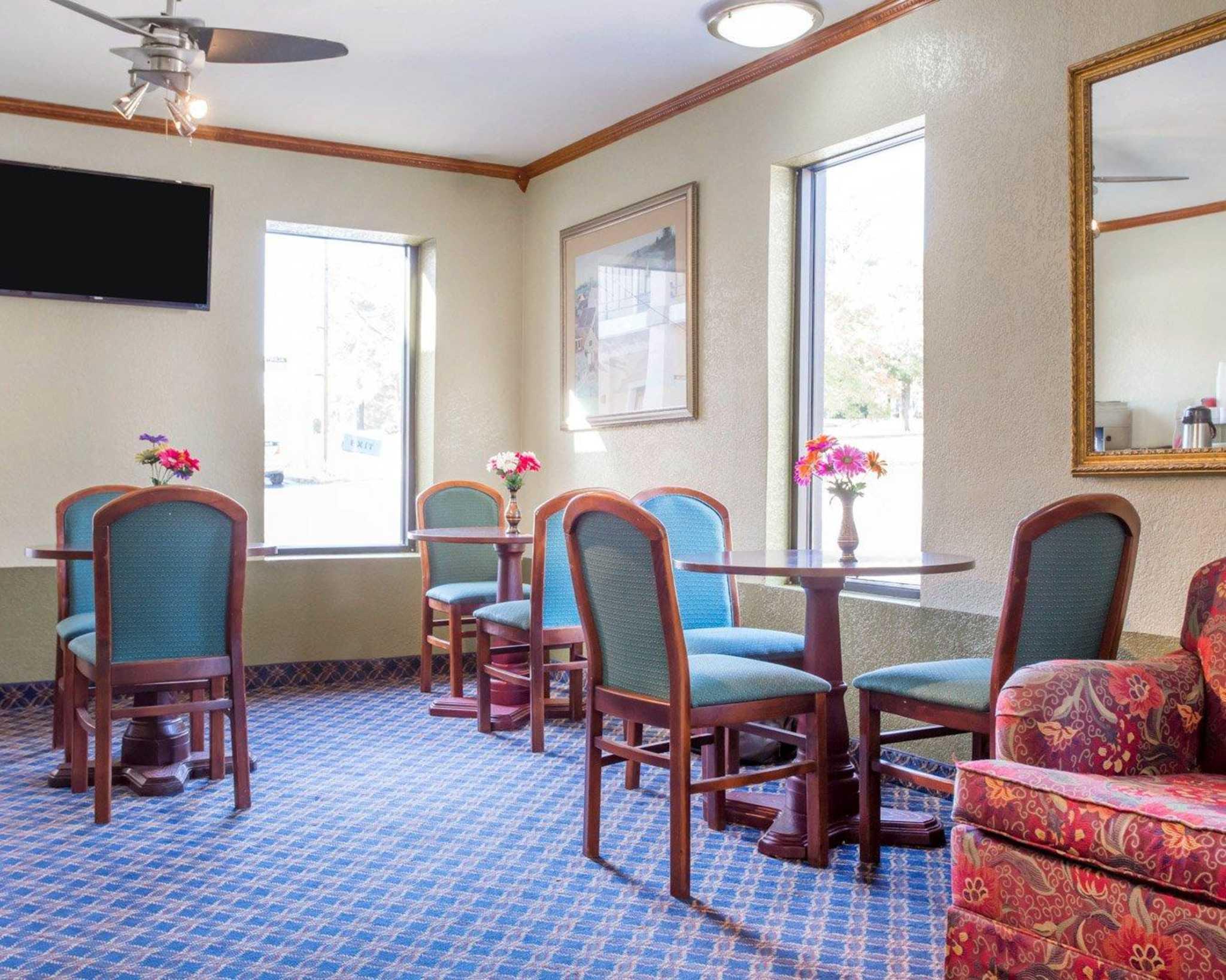 Rodeway Inn & Suites Fort Jackson image 19