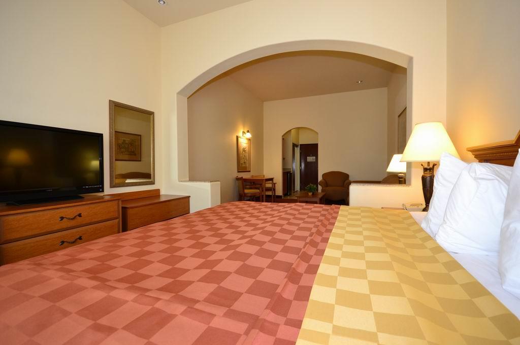 Best Western Casa Villa Suites image 17